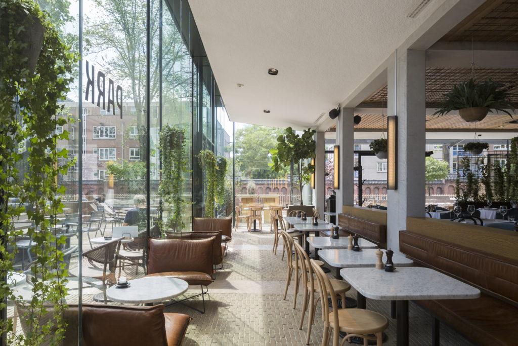 Hotel Arena Amsterdam door Team V Architectuur. Foto Luuk Kramer