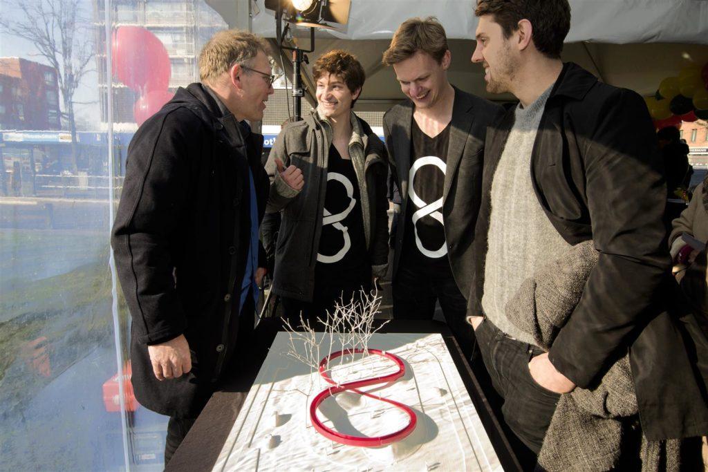 Wethouder Joris Wijsmuller, Kevin Westerveld (BOLD), Thomas Krall (BOLD) en Geoffrey Eberle (BOLD), foto Joke Schot