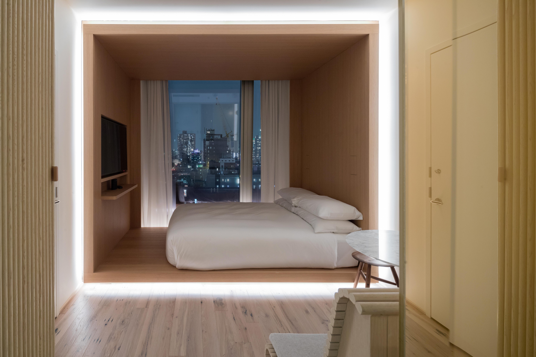 <p>De hotelkamers zijn zeer compact en hebben een schitterend uitzicht op Manhattan Beeld Iwan Baan</p>