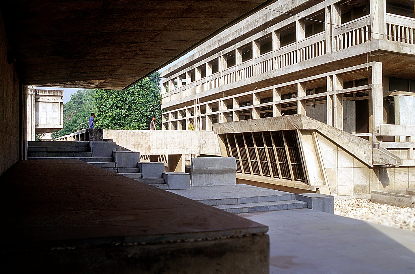 <p>Institute of Indology (1962) in Ahmedabad door Balkrishna Doshi, winnaar Pritzker Prize 2018, beeld VSF</p>