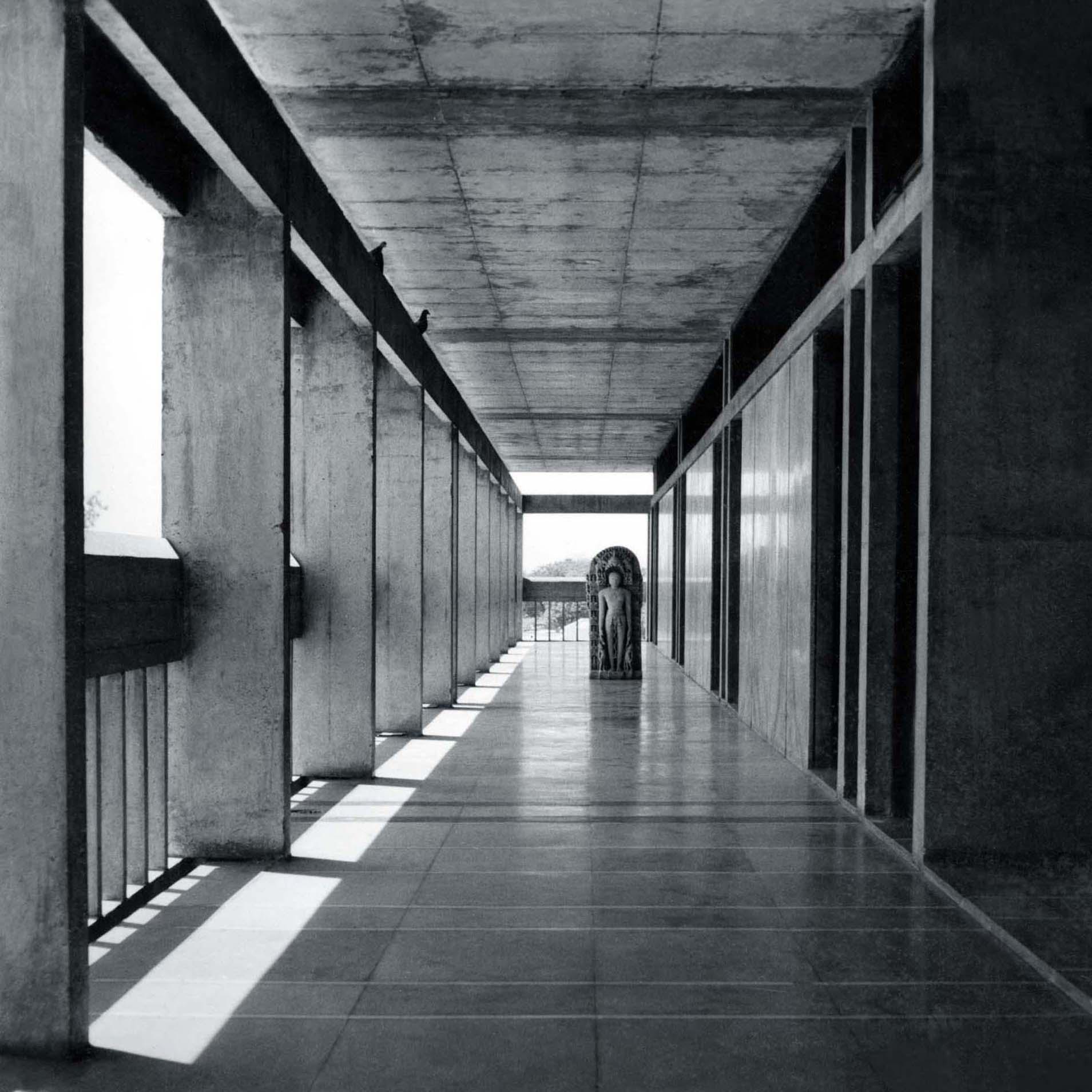 <p>Institute of Indology (1962) in Ahmedabad door Balkrishna Doshi, winnaar Pritzker Prize 2018, beeld VSF</p>