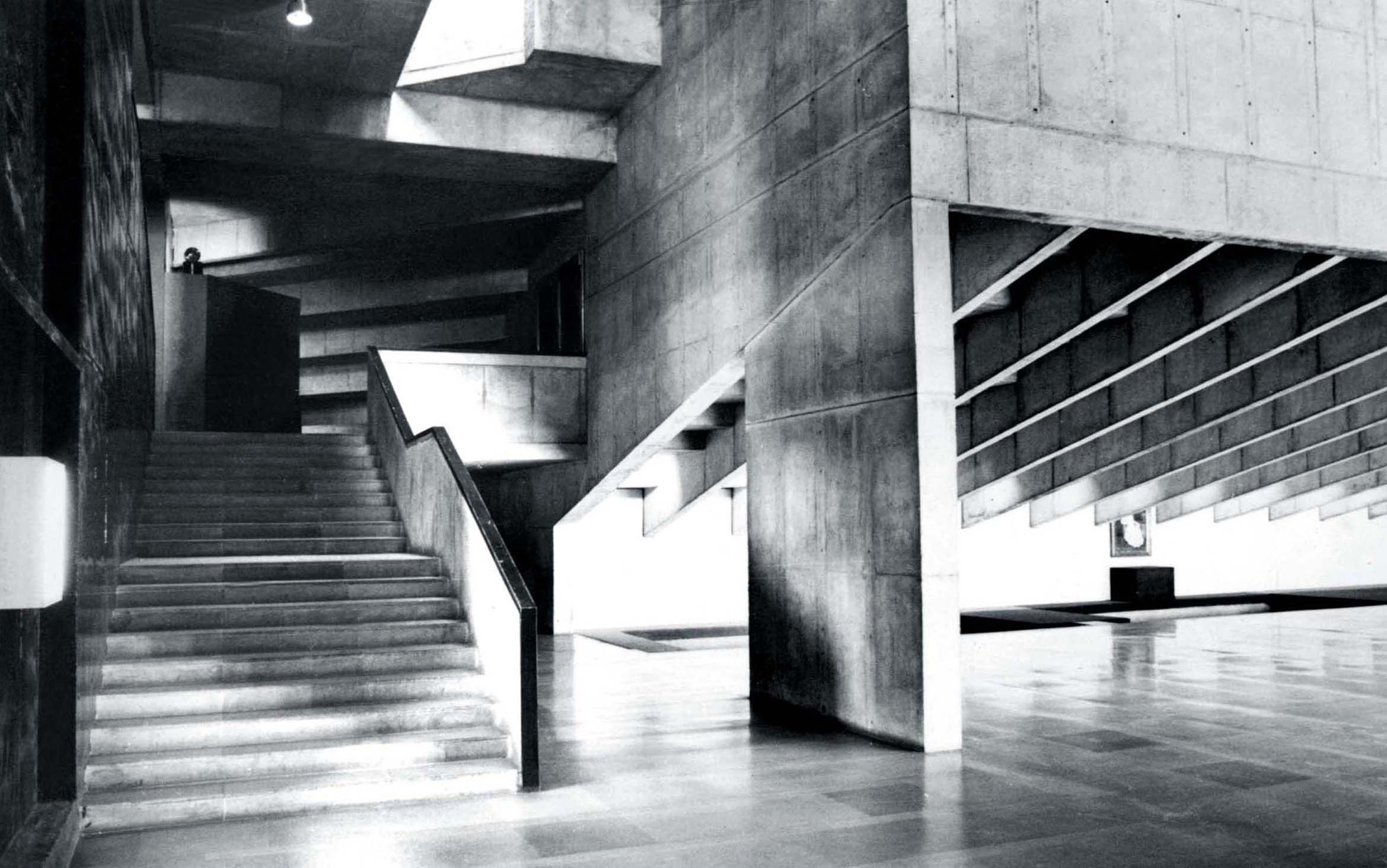 <p>Premabhai Hall (1976) in Ahmedabad door Balkrishna Doshi, winnaar Pritzker Prize 2018, beeld VSF</p>