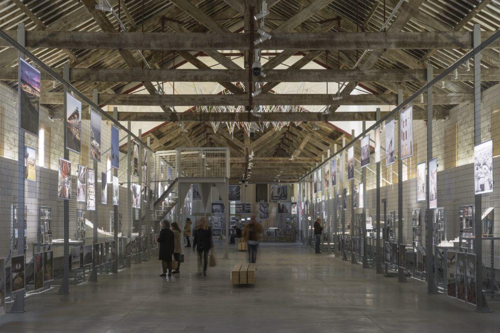 Blik in tentoonstellingsruimte, door aNC arquitectos