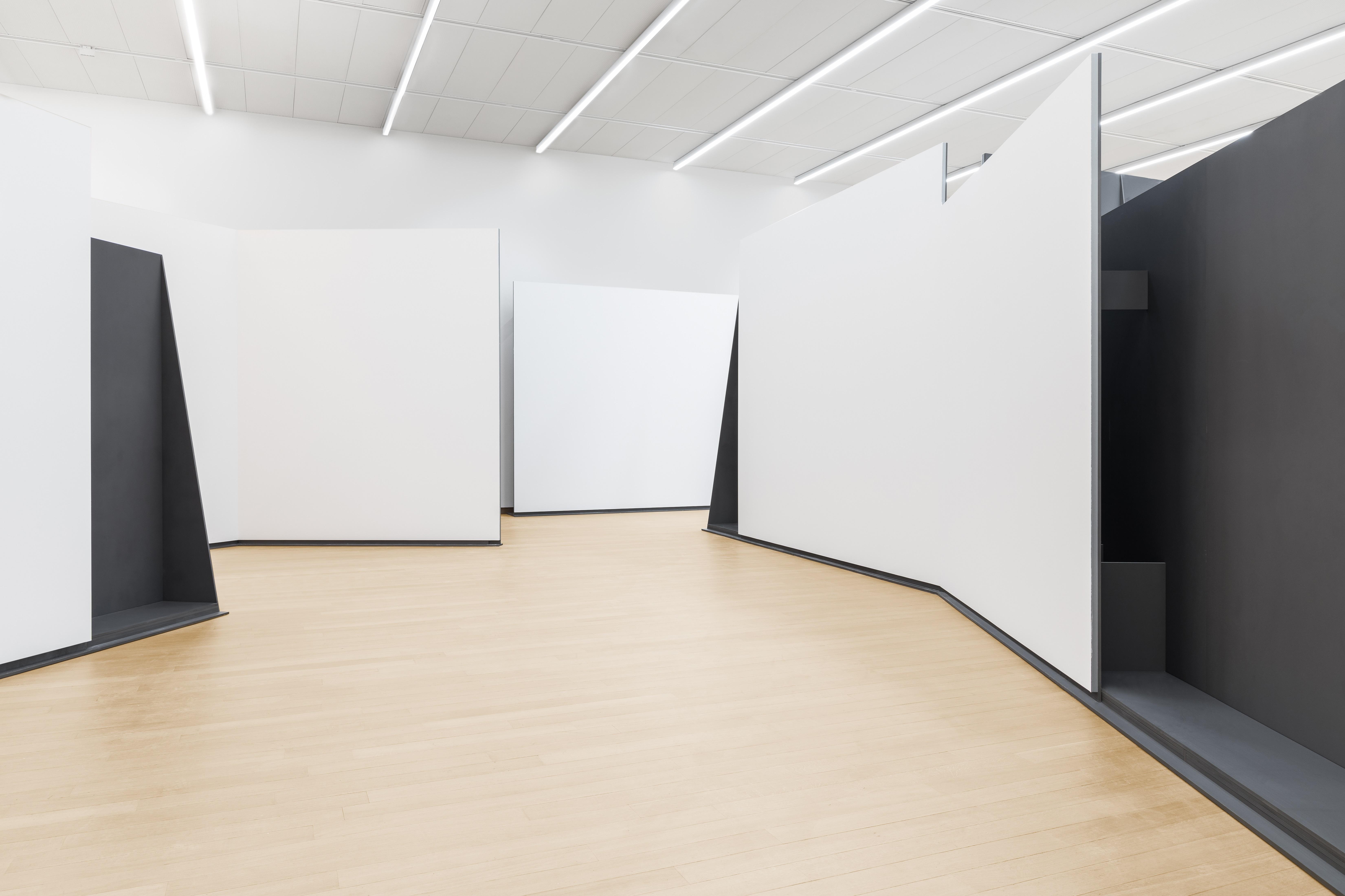 <p>Inrichting Stedelijk Base Beeld Delfino Sisto Legnani & Marco Cappelletti</p>