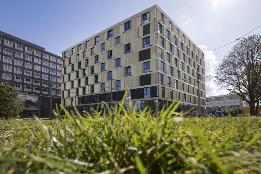 Onderscheidend gebouw met slimme lichte gevel