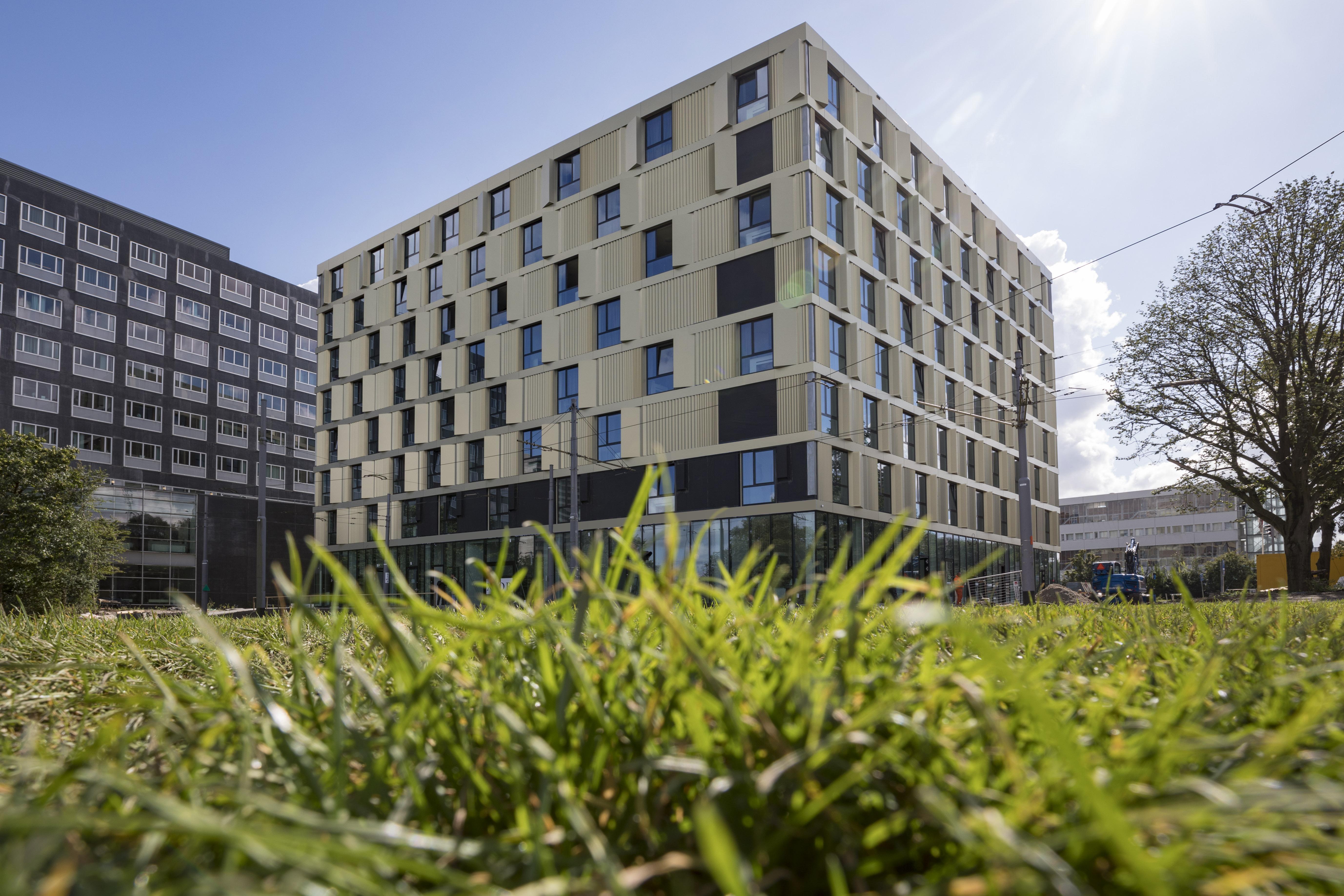 Onderscheidend gebouw met slimme lichte gevel de architect