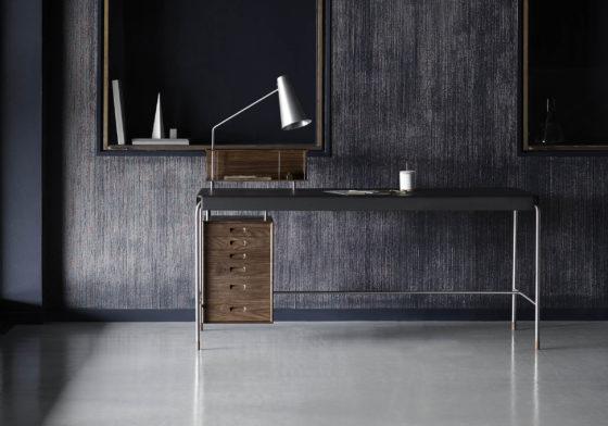 Schrijftafel Arne Jacobsen uitgebracht door Carl Hansen & Son