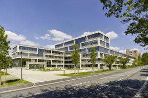 Hoofdkantoor Deutsche Amphibolin-Werke in Ober-Ramstadt door Brückner & Brückner Architekten