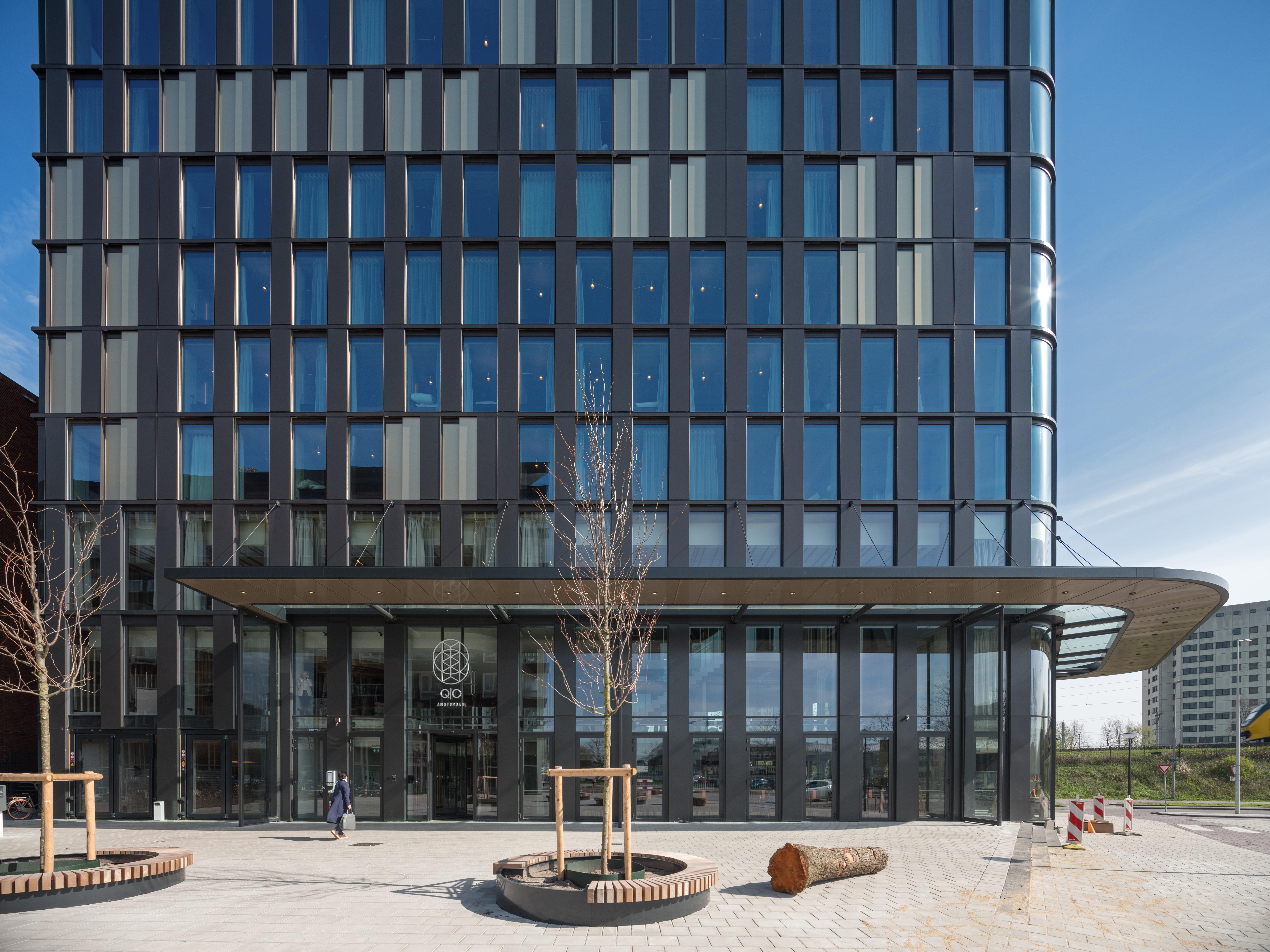 <p>Entree va QO Amsterdam aan Amstelvlietstraat. Beeld: ©Ossip</p>