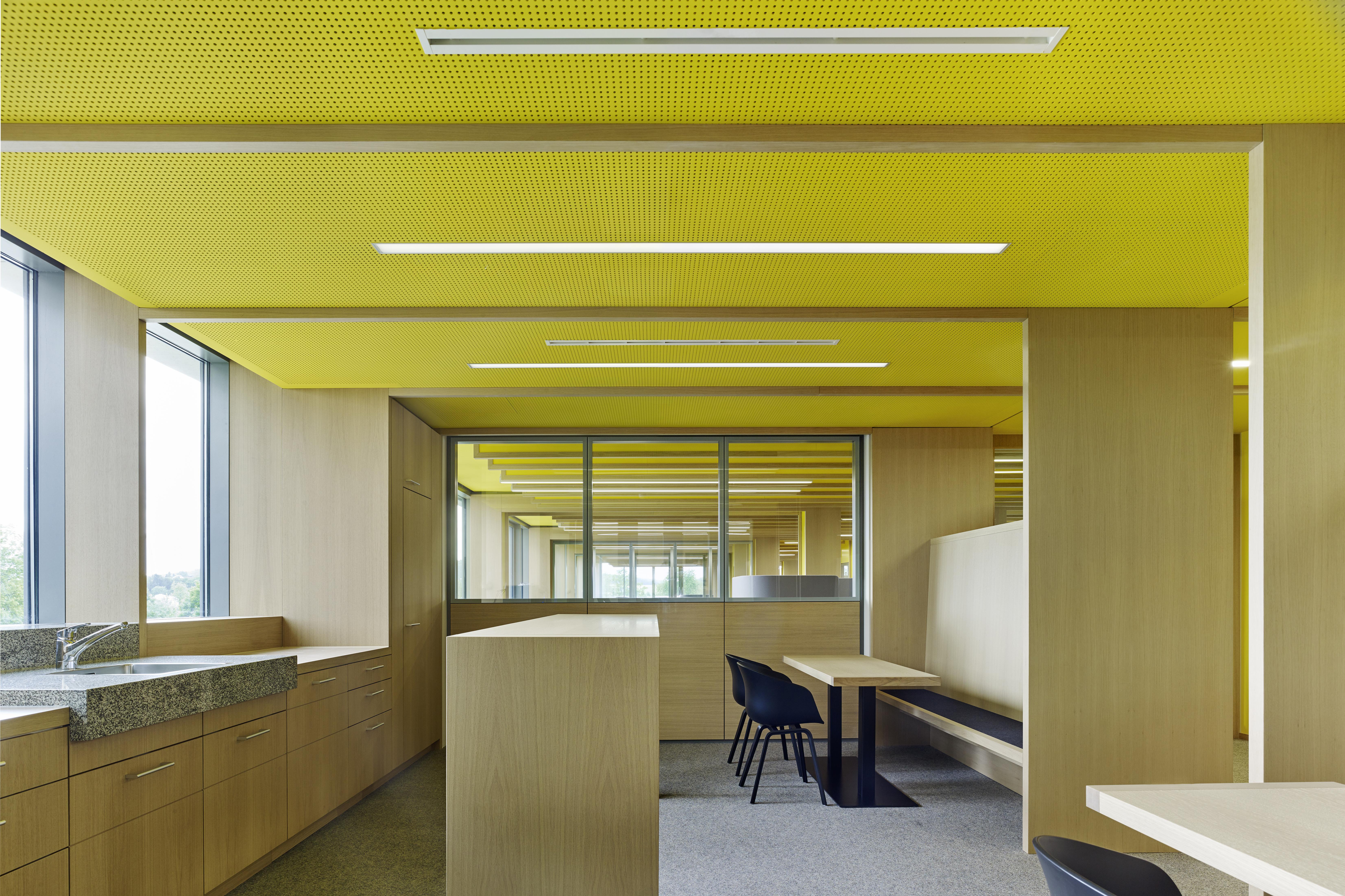 <p>Coffice op kantoorverdieping. Beeld Constantin Meyer </p>