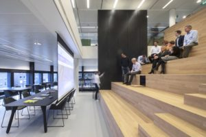 Trap als werkomgeving – LIOF Maastricht door N Interieurarchitecten