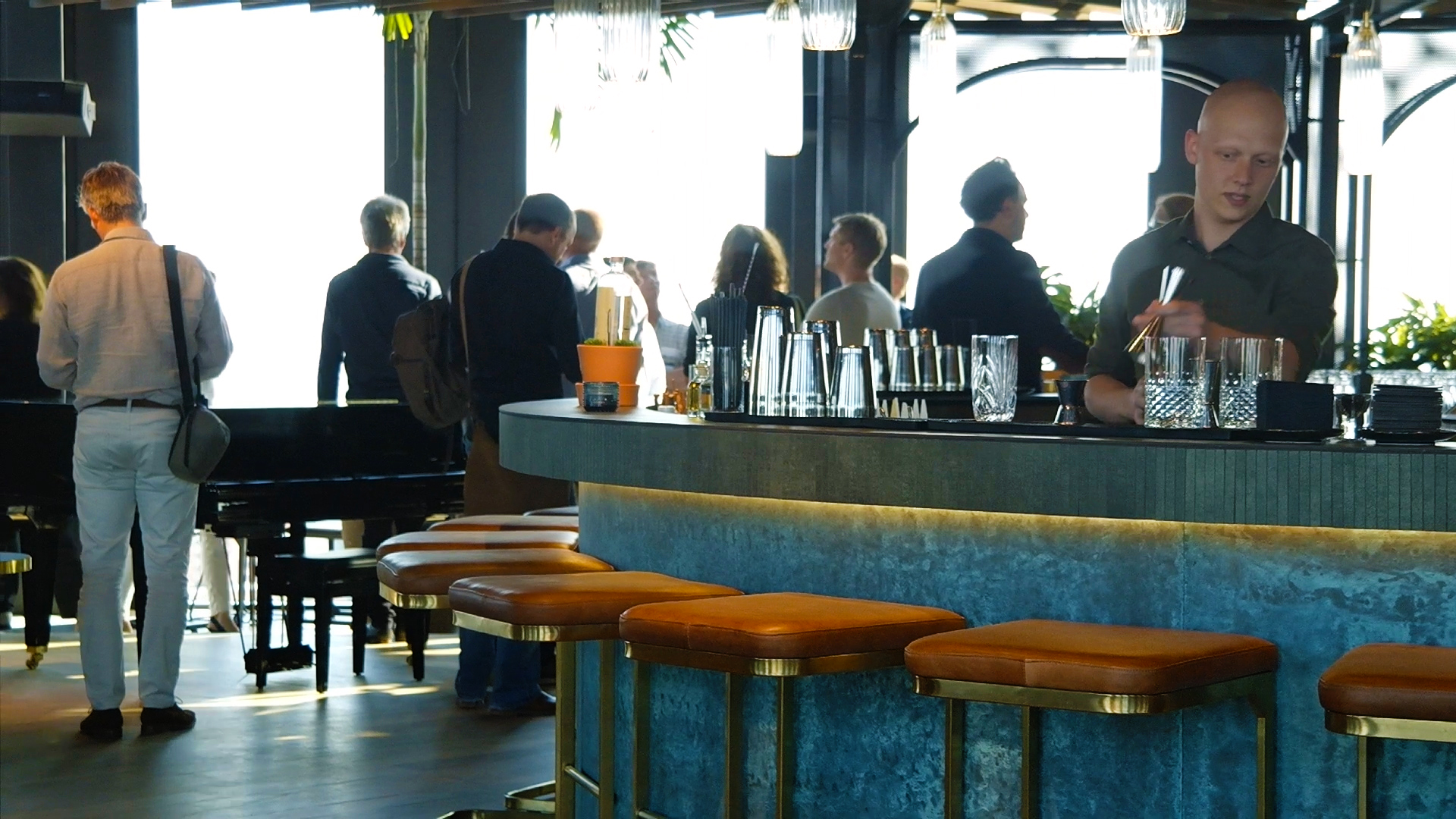 <p>Projectbezoek QO Amsterdam met Paul de Ruiter en Robert Mulder, beeld HaafVisual</p>