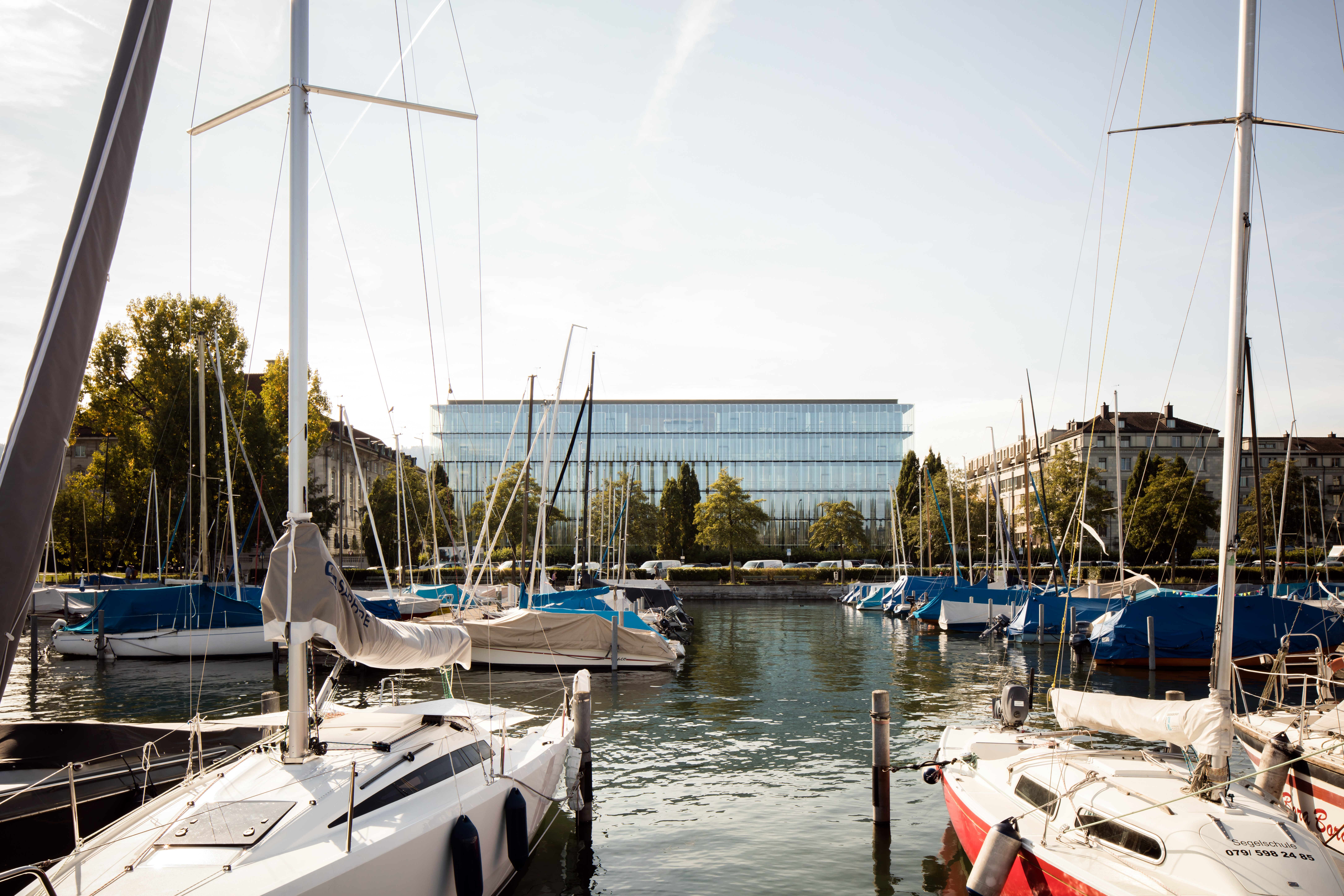 <p>Swiss Re Next gezien vanuit 'Hafen Enge'. Beeld: Christian Richters</p>