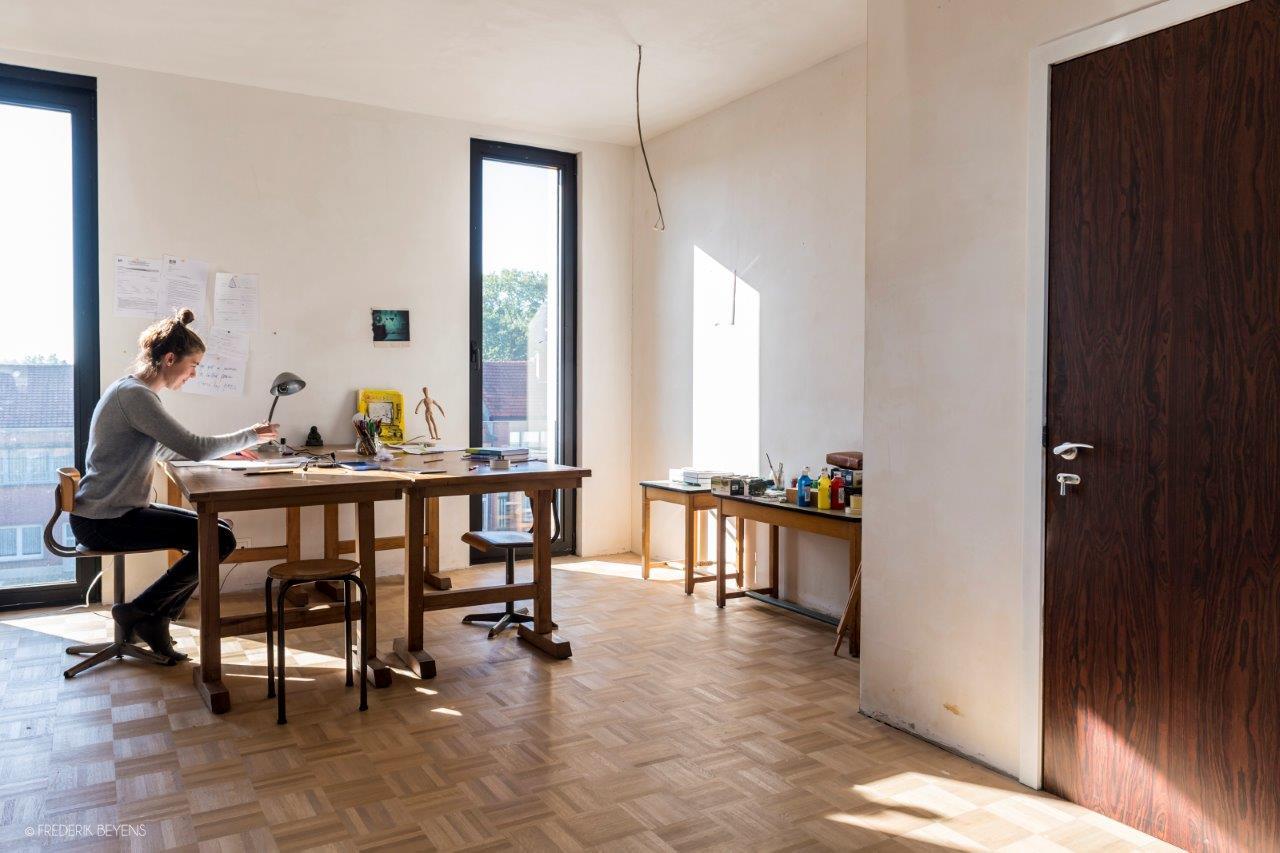 <p>Beeld frederikbeyens Cohousing in voormalige rijkswachtkazerne Deurne – Polygoon Architectuur, Jouri De Pelecijn</p>