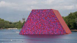 Christo realiseert zijn 'Mastaba' in Londen