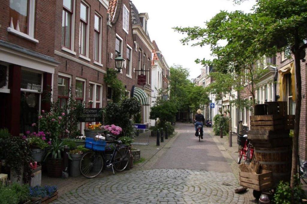 Elk huis(houden) herkenbaar in de context van de straat
