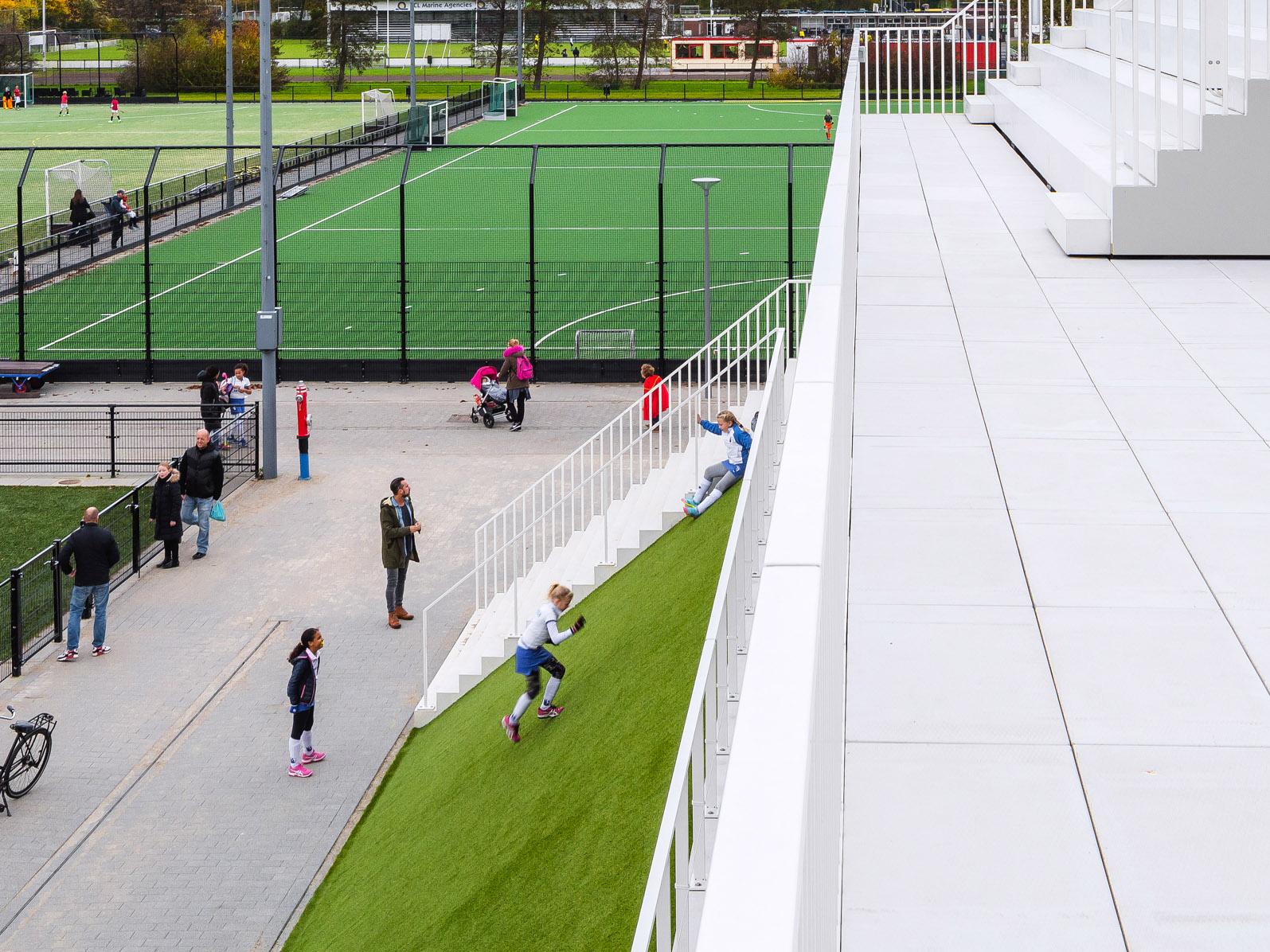 <p>Clubverzamelgebouw Varkenoord Rotterdam – NL Architects, beeld Sebastian van Damme</p>