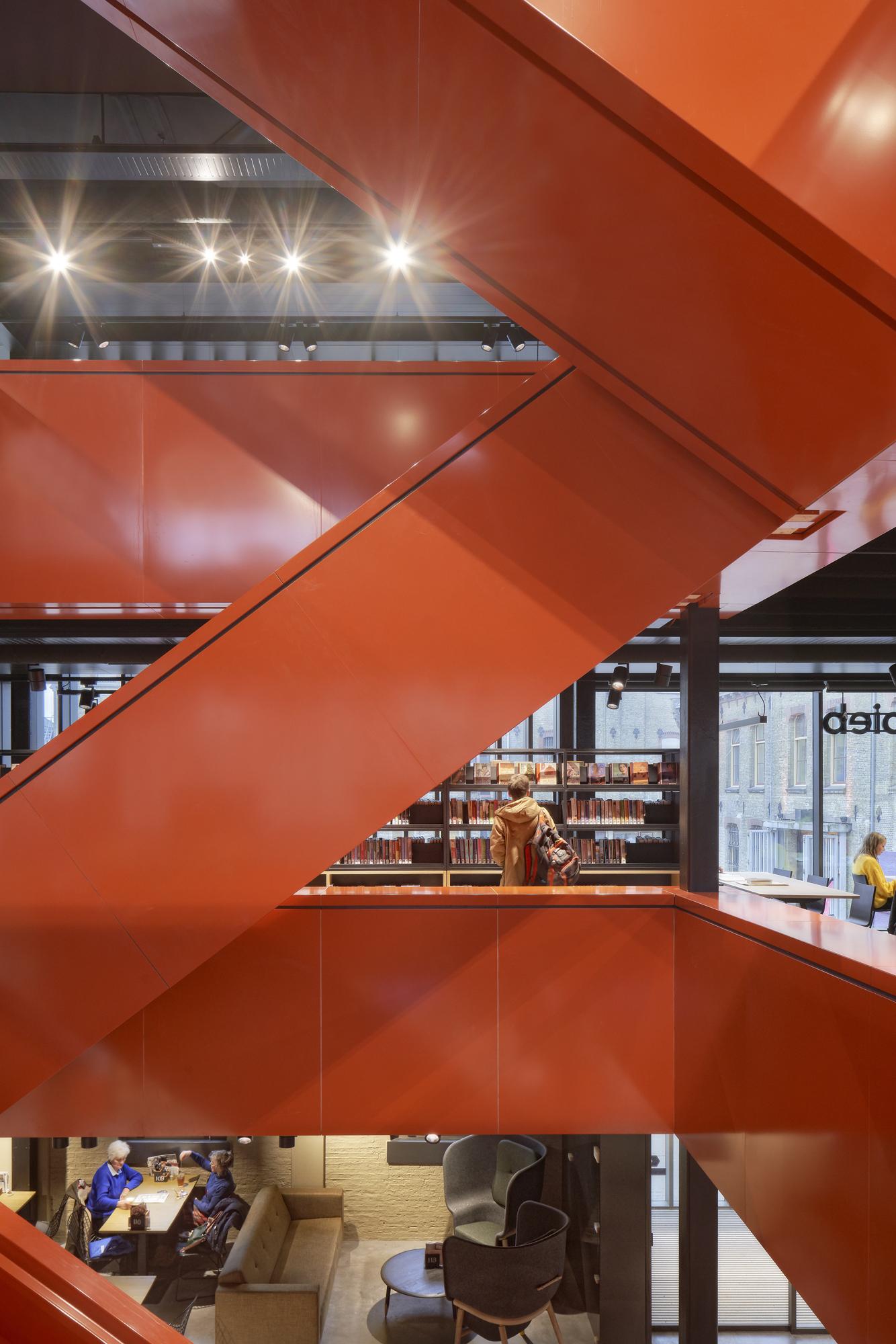 <p>De Blokhuispoort, nieuw trappenhuis bibliotheek, foto: Gerard van Beek</p>