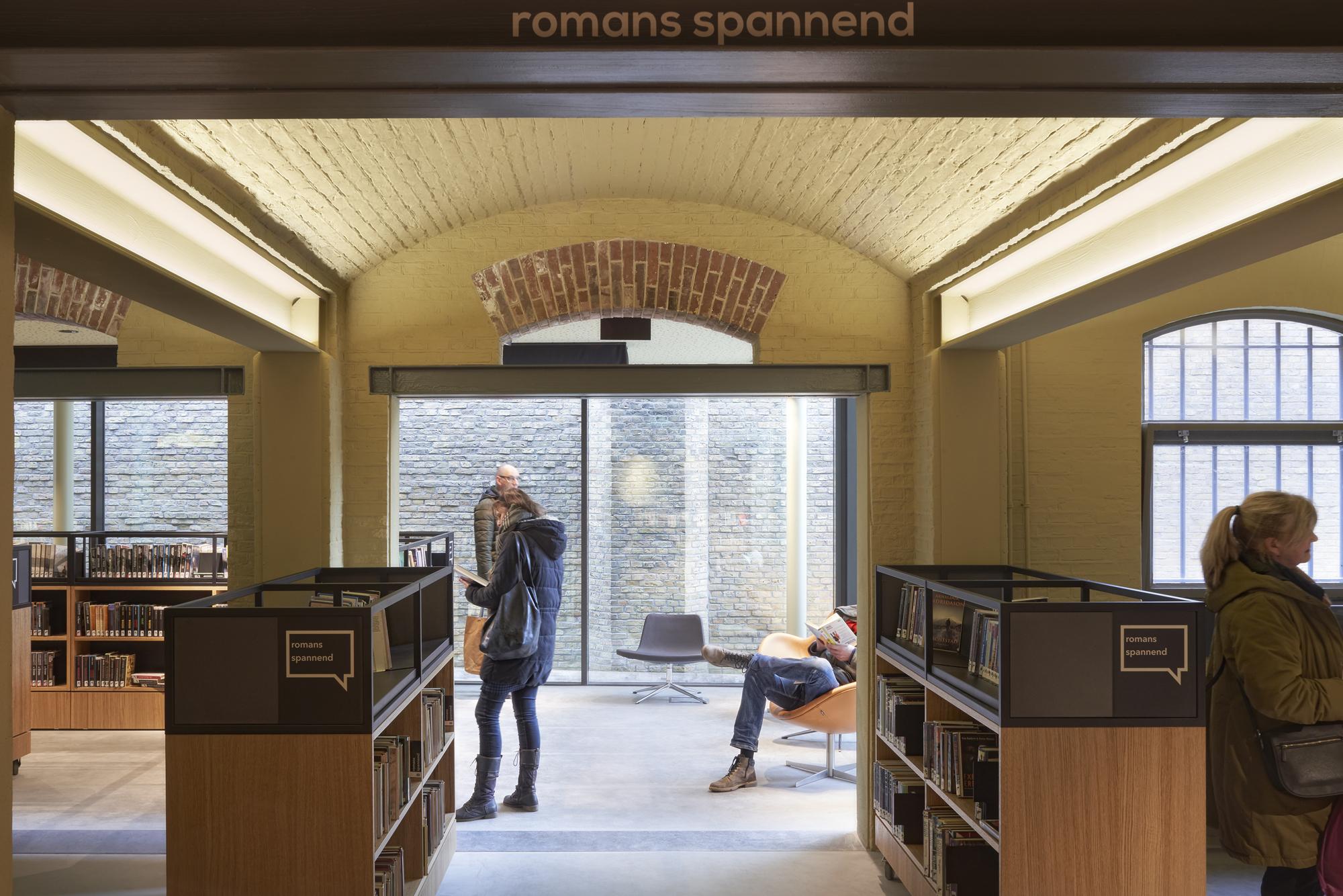 <p>De Blokhuispoort, de bibliotheek, foto: Gerard van Beek</p>