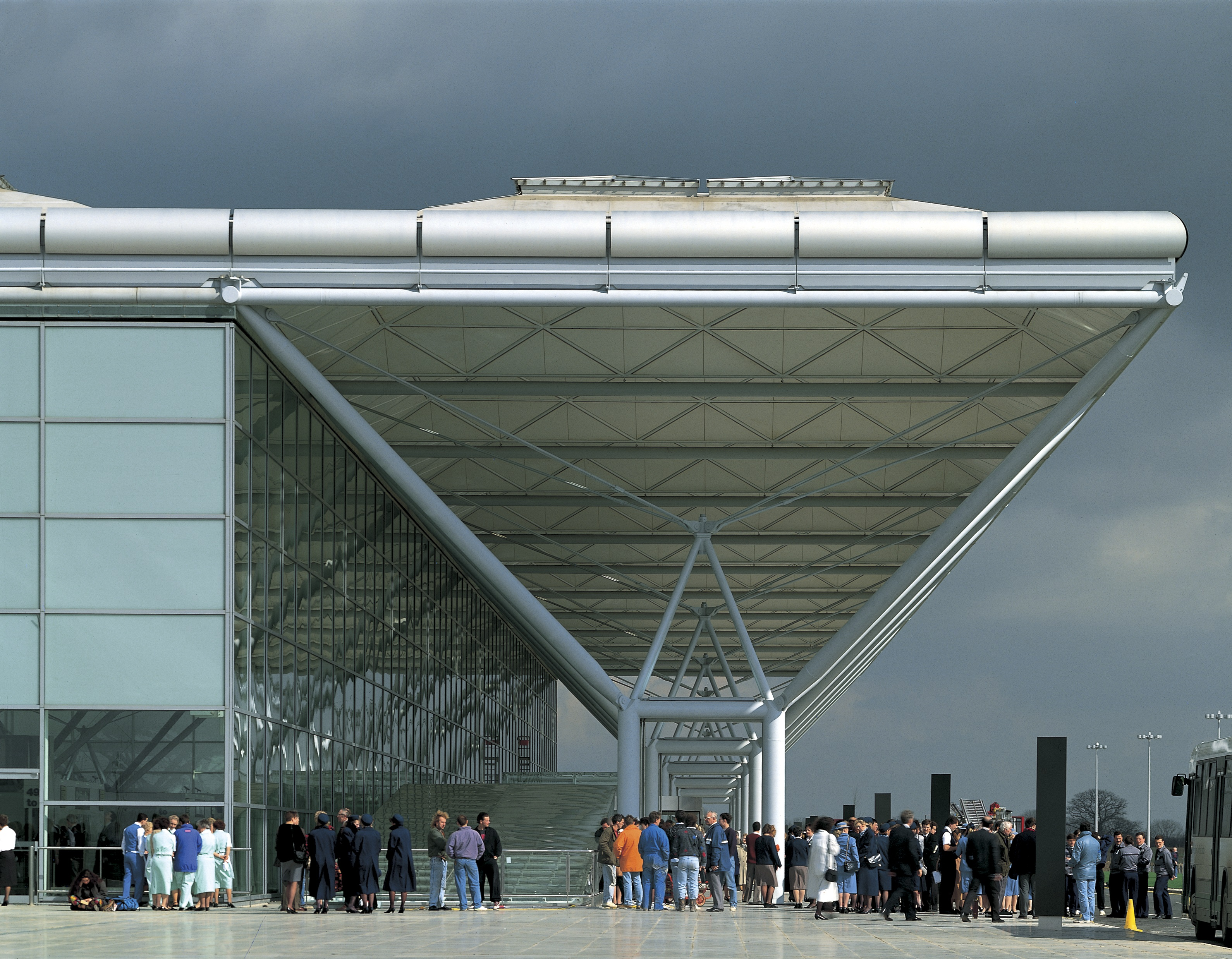 Stansted Airport door Foster + Partners. Beeld: Ken Kirkwood