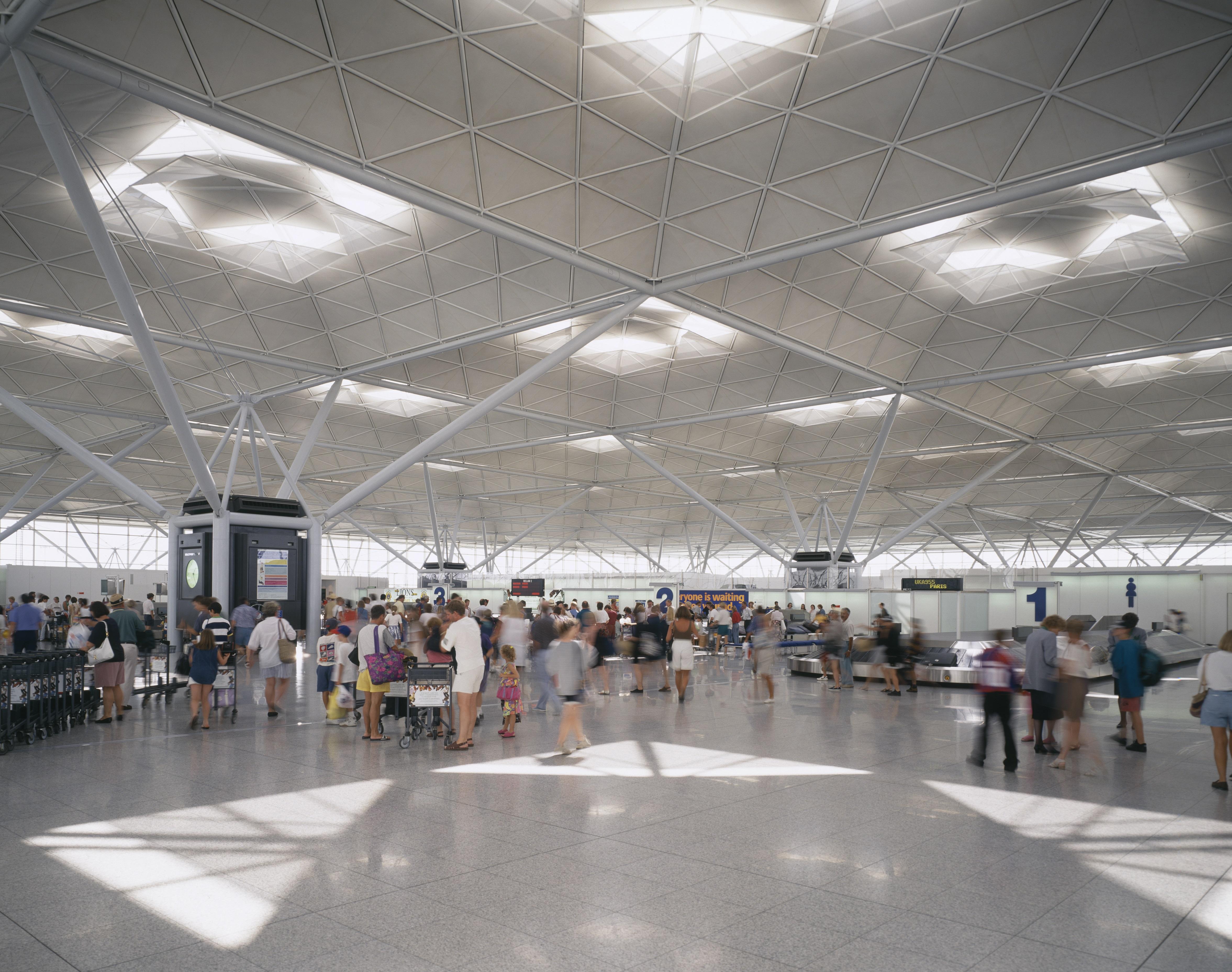 Stansted Airport door Foster + Partners. Beeld: Dennis Gilbert/VIEW