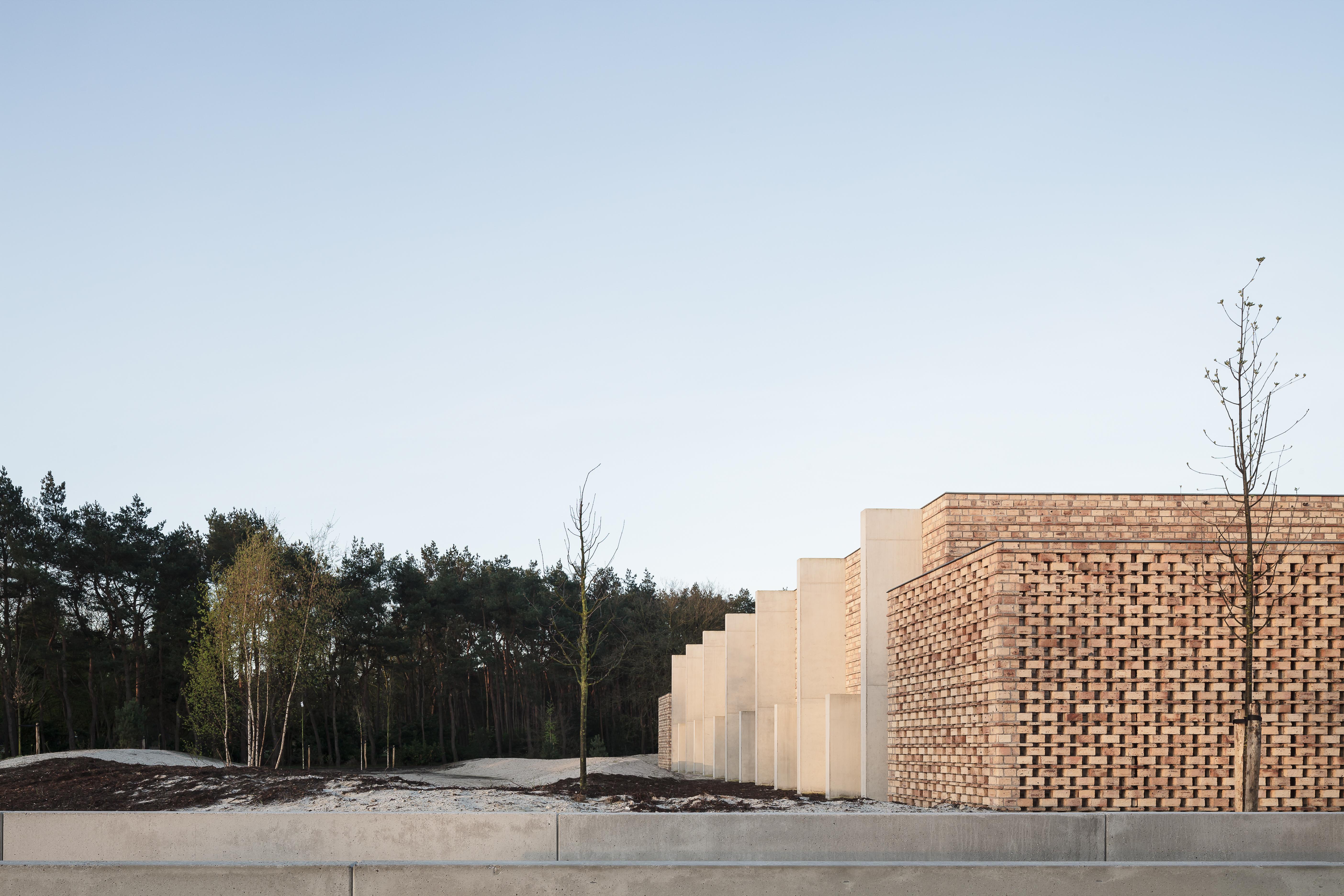 <p>Beeld Stijn Bollaert, Crematorium, Lommel – a2o-architecten-architecten</p>
