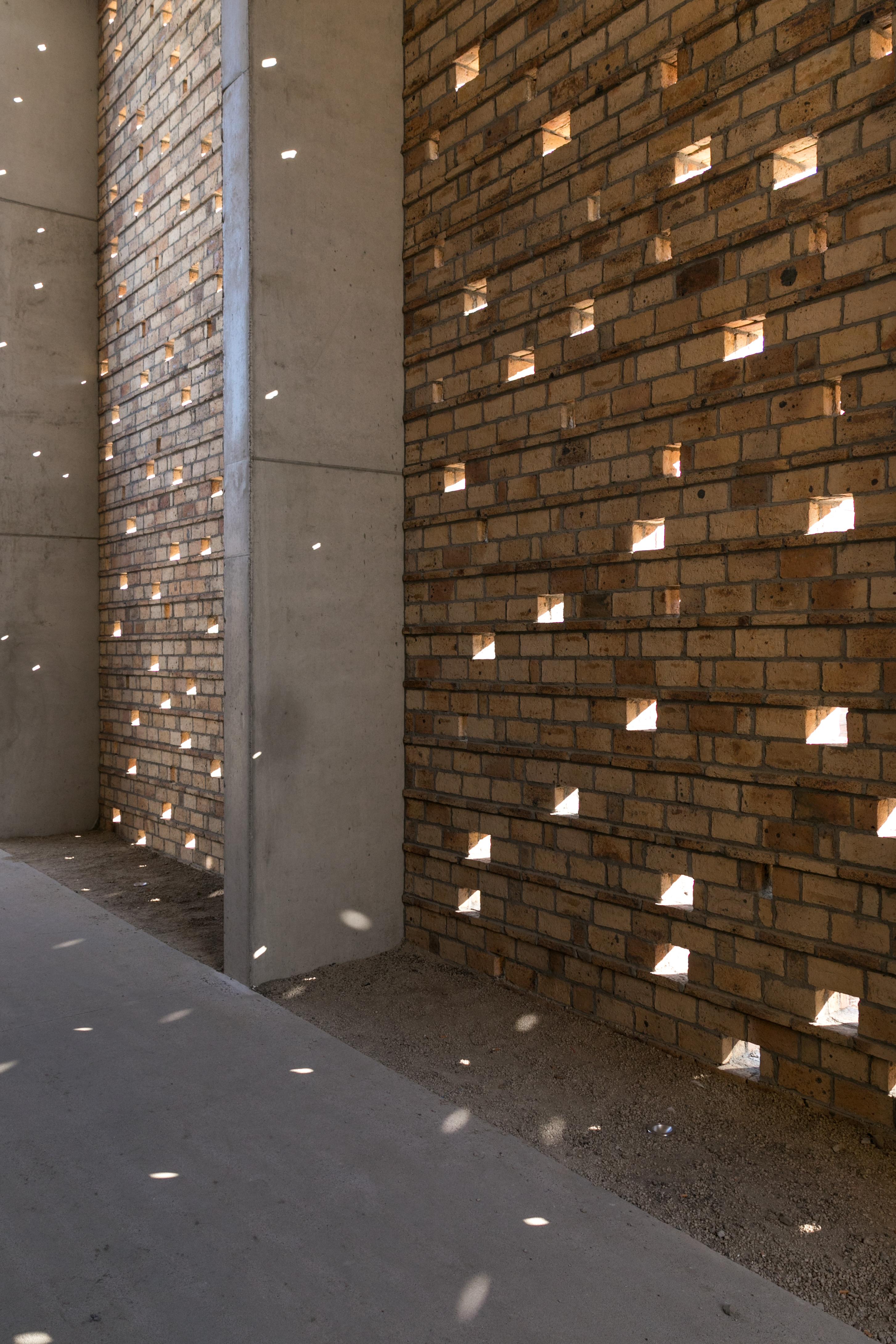 <p>Beeld Van Hout, Crematorium, Lommel &#8211; a2o-architecten</p>
