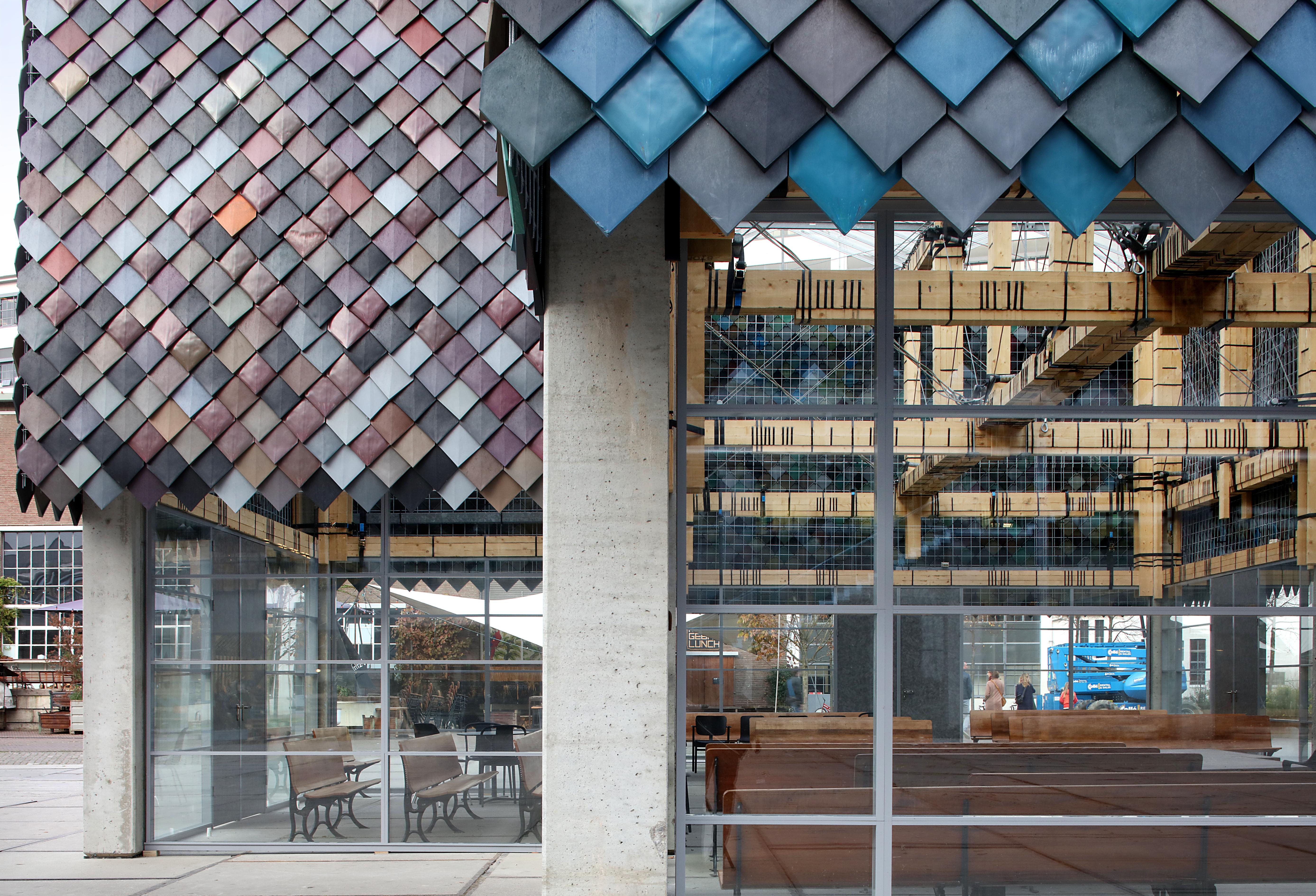 <p>Hester van Dijk &#038; Reinder Bakker van Overtreders W bekend van onder andere het Peoples Pavillion in Eindhoven (winnaar van de ARC18 Innovatie Award) zijn genomineerd voor de Creative Heroes Award, categorie 1:100.000 Award  Beeld ©Filip Dujardin</p>