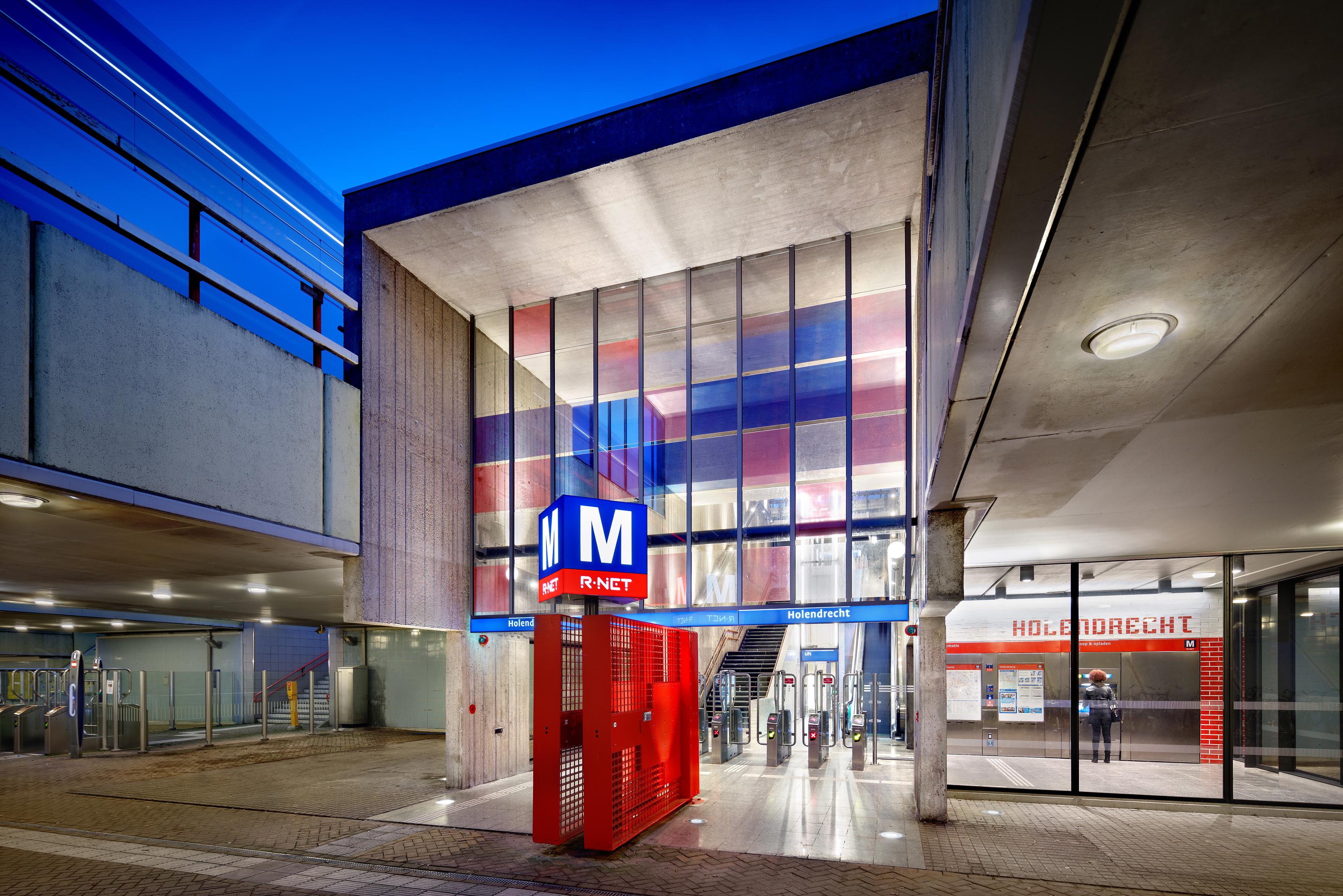 <p>Entree station Holendrecht, fototgraaf: Digidaan</p>