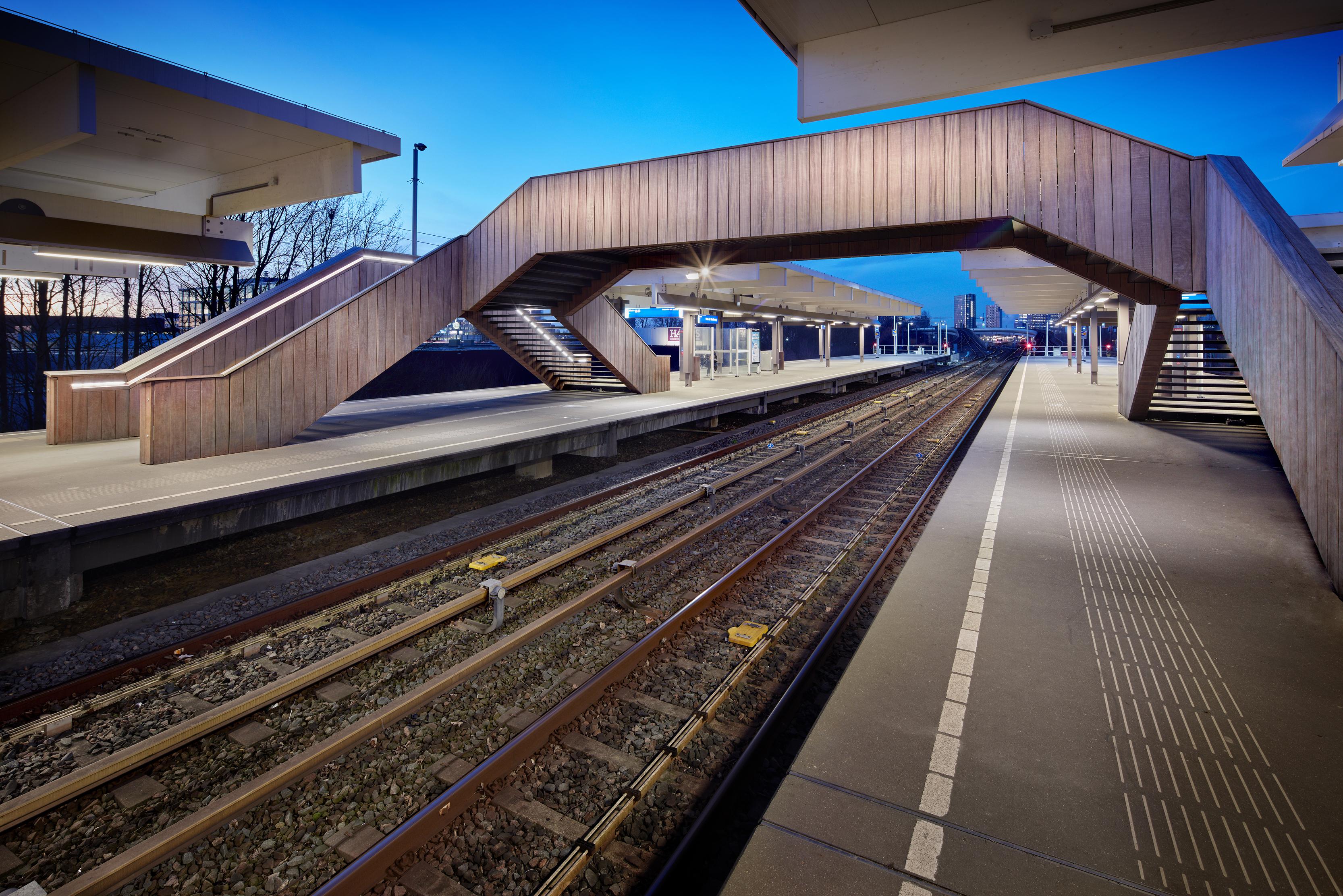 <p>Station Van der Madeweg, nieuwe voetgangersbrug fotograaf: Digidaan</p>