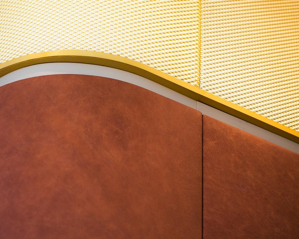 <p>Detail van de lichtkrans rond de gebouwkern. foto: Sebastian van Damme</p>