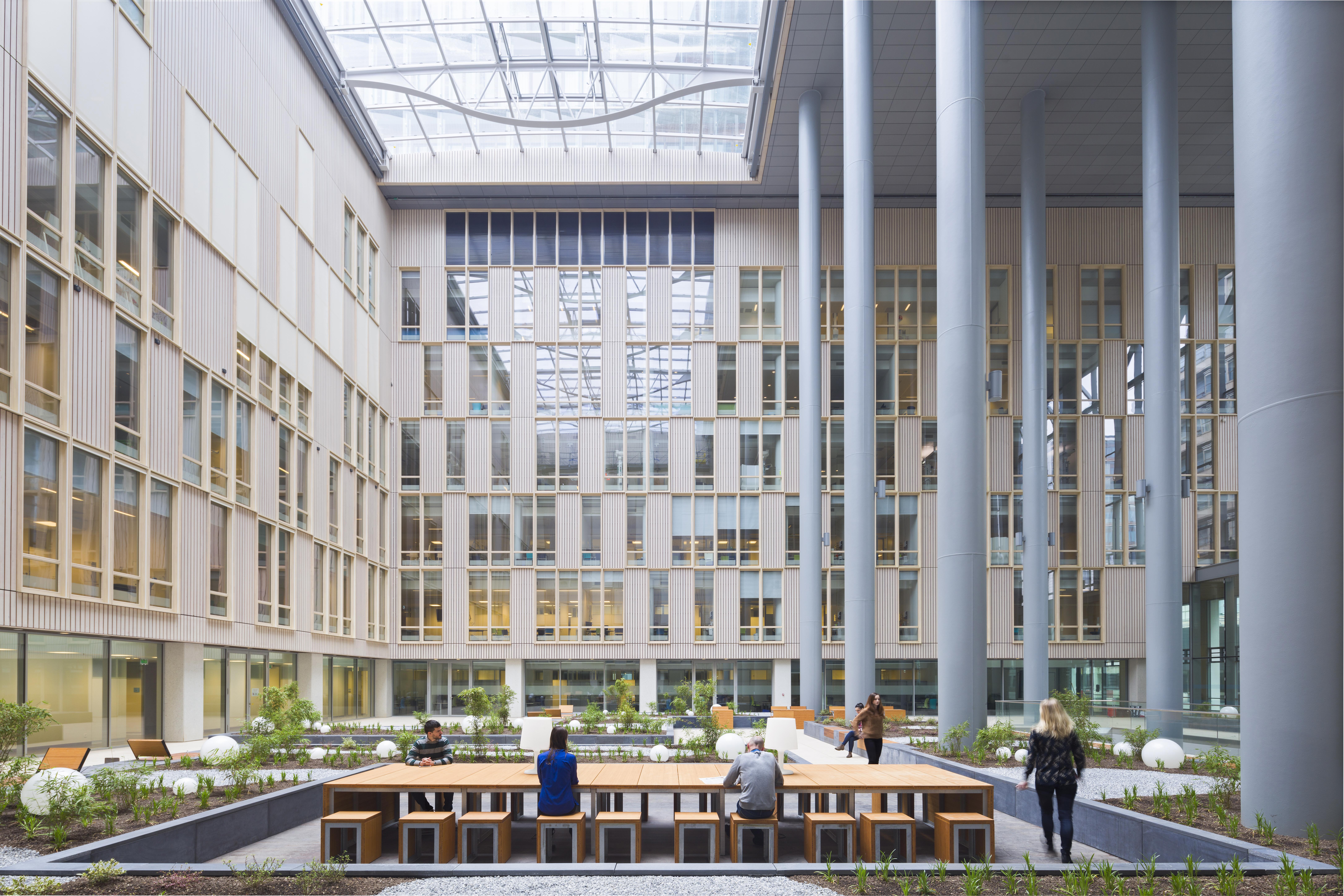 <p>Erasmus Medisch centrum Rotterdam door EGM Architecten. Beeld Rob van Esch | Ruimtes in Beeld</p>