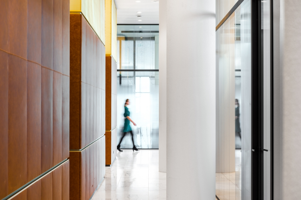 <p>Het archief en bergingen zijn als maatwerk rondom de gebouwkernen ontworpen. foto: Sebastian van Damme</p>