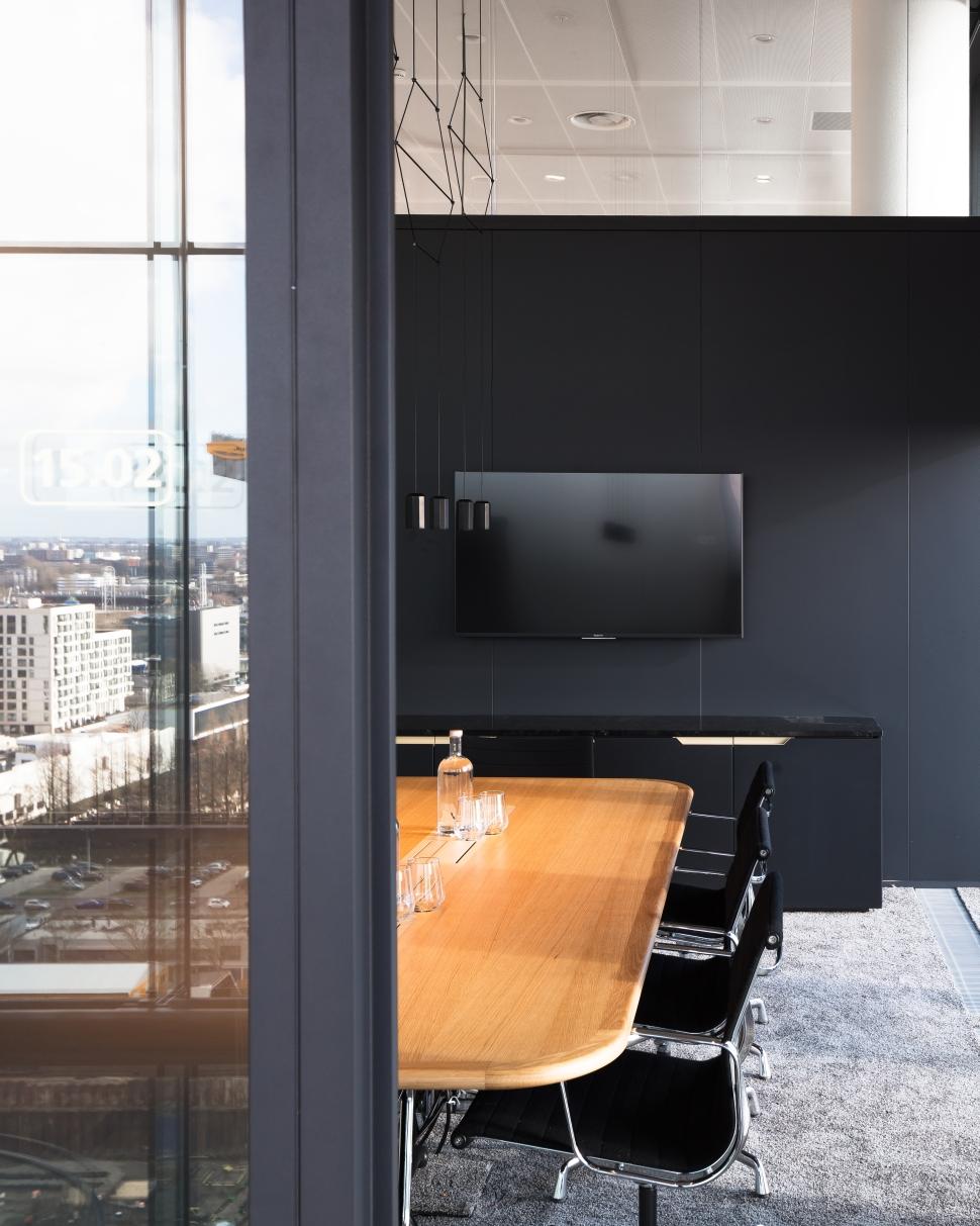 <p>Intiem interieur voor een vergaderruimte. foto: Sebastian van Damme</p>
