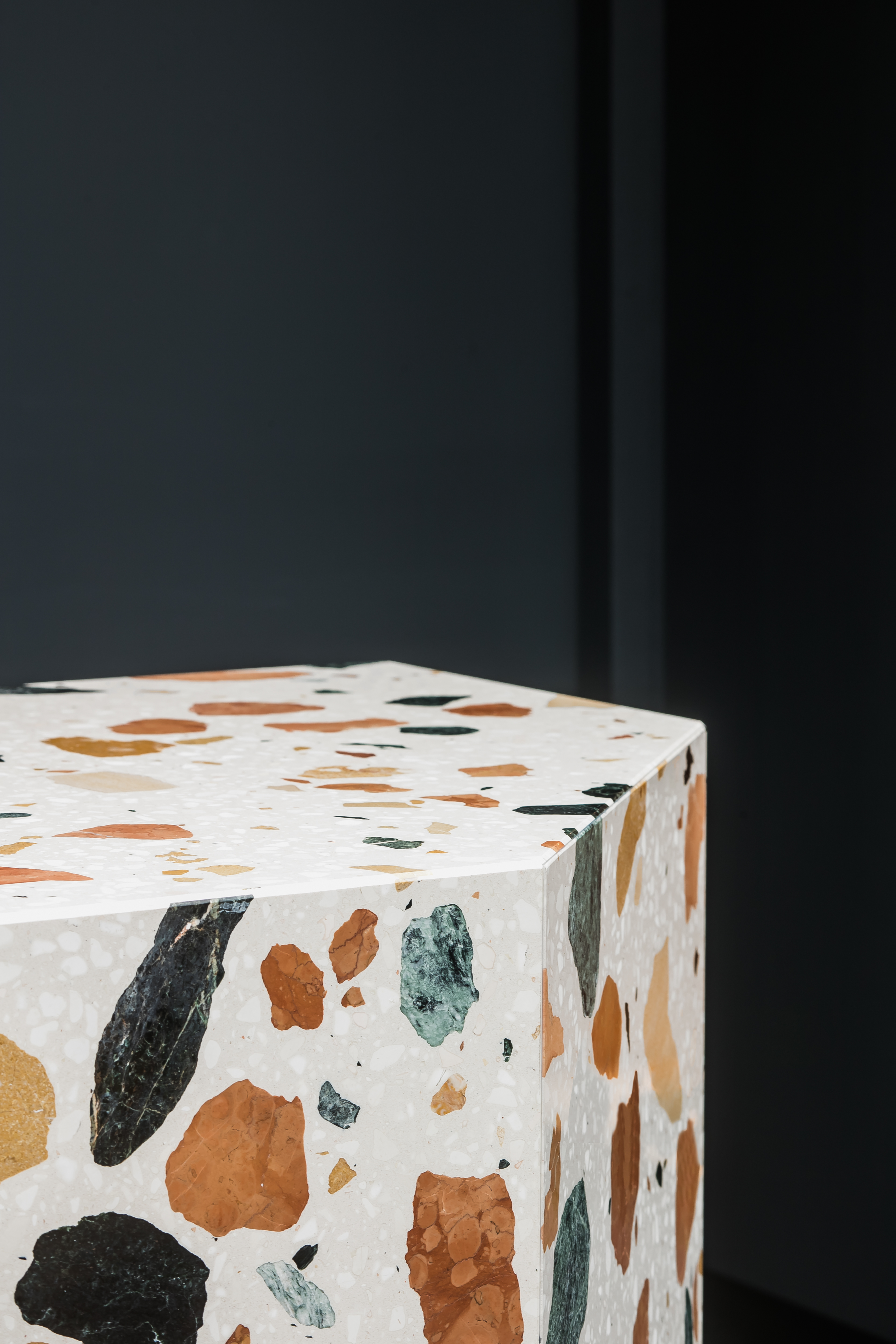 <p>The marmoreal is an engineered marble for architectural surfaces, developed in collaboration with the British designer Max Lamb &amp; Dzek Dzek Dzek.</p>