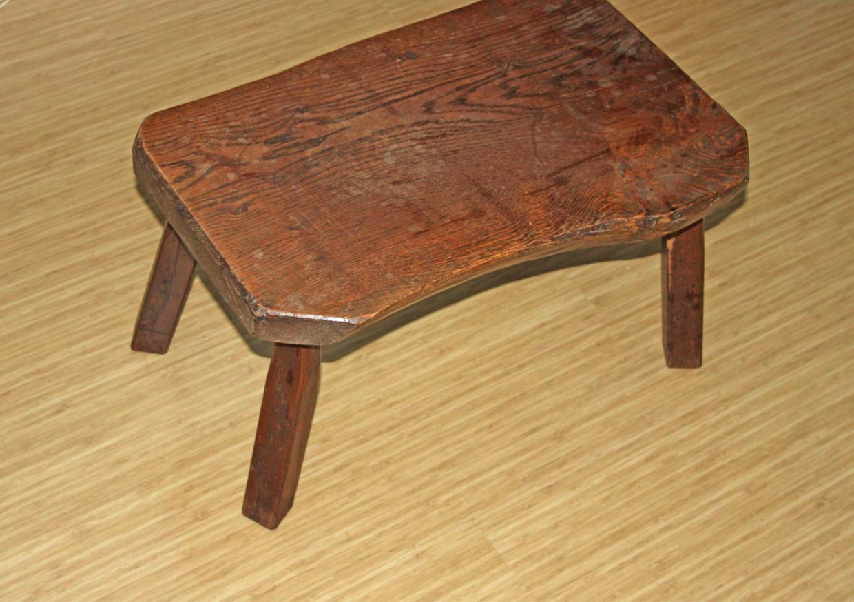 <p>Een hergebruikte tafel uit de kringloop.</p>