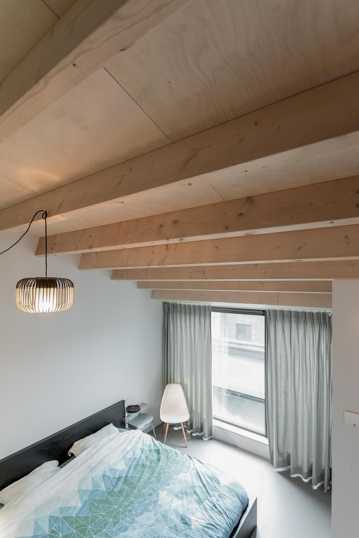 <p>Slaapruimten zijn gelegen onder de schuine houten kap, wat zorgt voor een warme en geborgen sfeer</p>