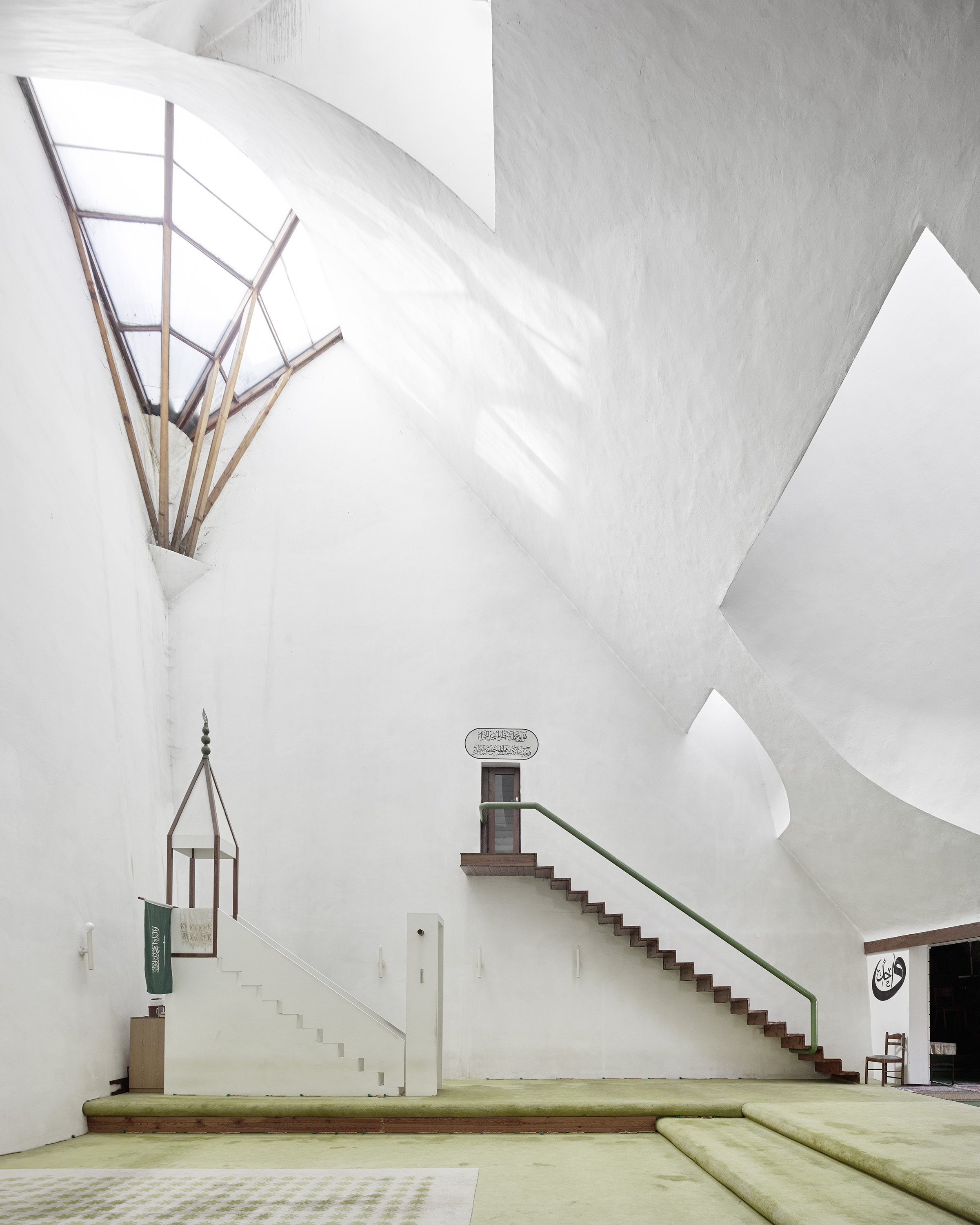 Zlatko Ugljen. Šerefudin White Mosque. 1969–79. Visoko, Bosnië and Herzegovina. Interieur. Foto: Valentin Jeck, commissioned by The Museum of Modern Art, 2016