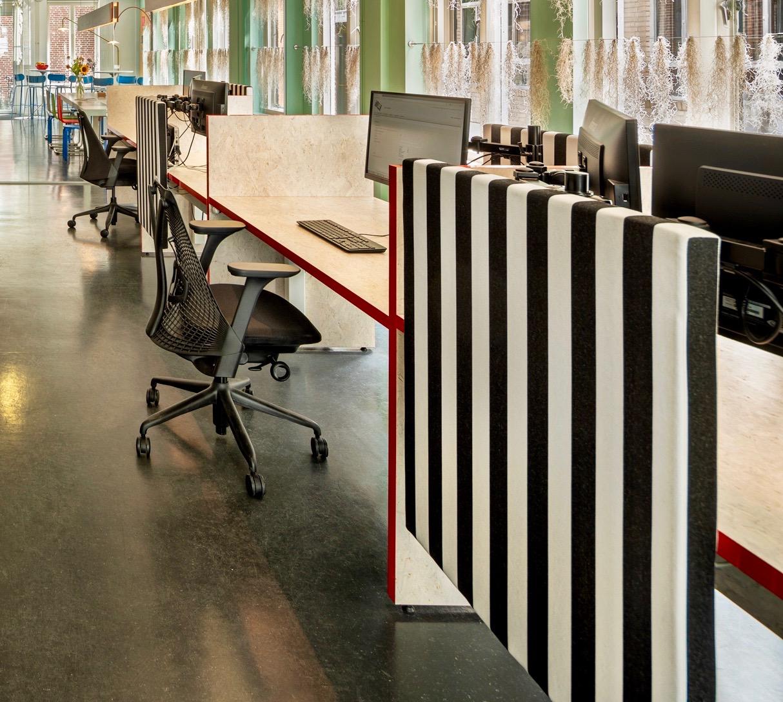 <p>Flex kantoor met maatwerk  zit- sta meubilair.</p>