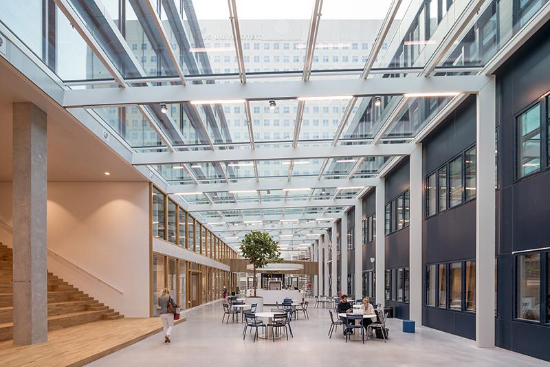 <p>Hogeschool Rotterdam Business School door Paul de Ruiter is een van de kanshebbers op de Rotterdamse Architectuurprijs 2018. Beeld: Ossip Architectuurfotografie</p>