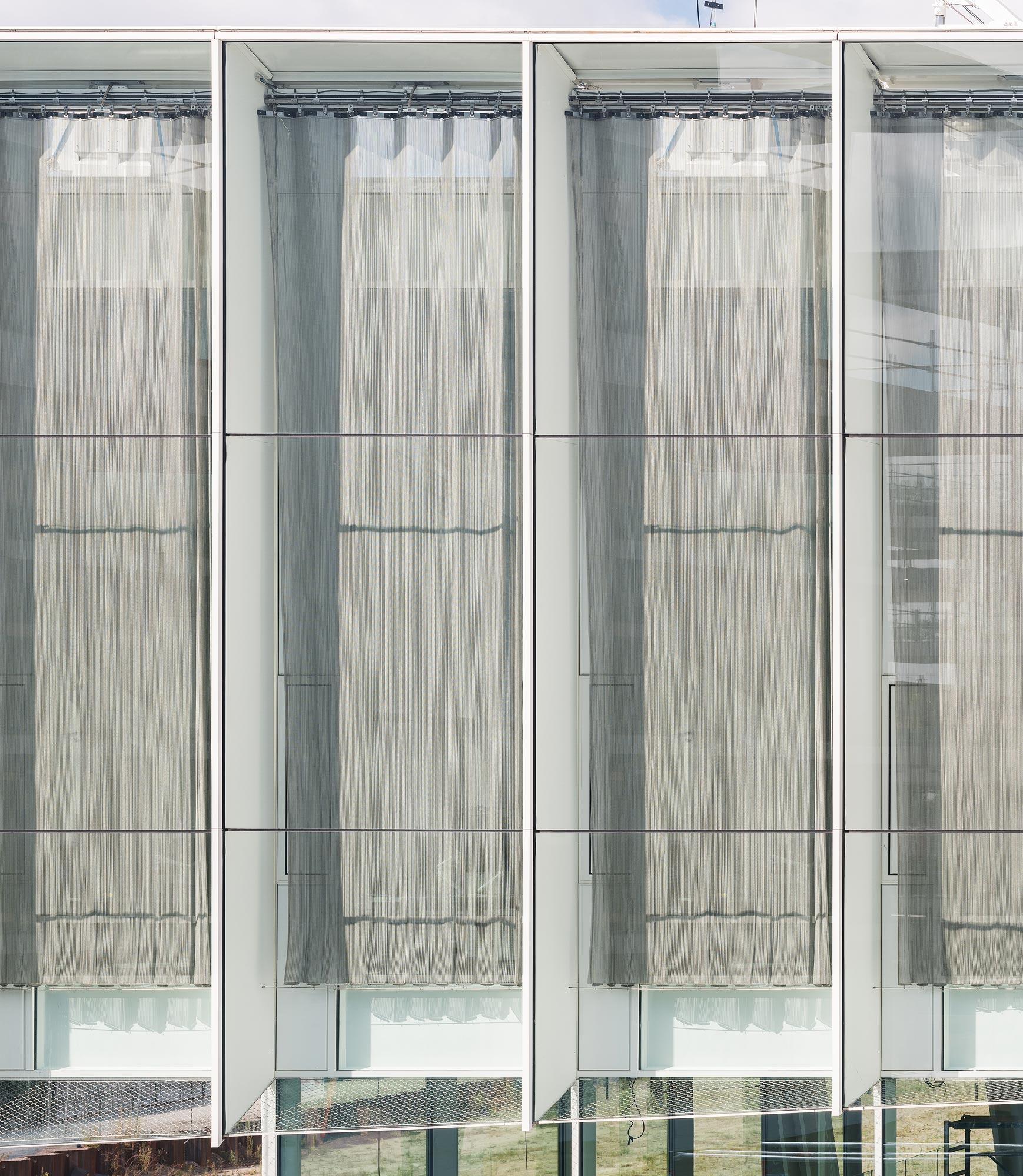 <p>Malienkolder gordijnen dicht – Fotografie by Studio De Nooyer</p>