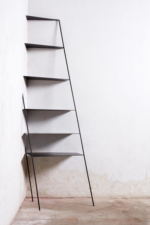 ARC18: Leaning Shelf – Marija Dondovic