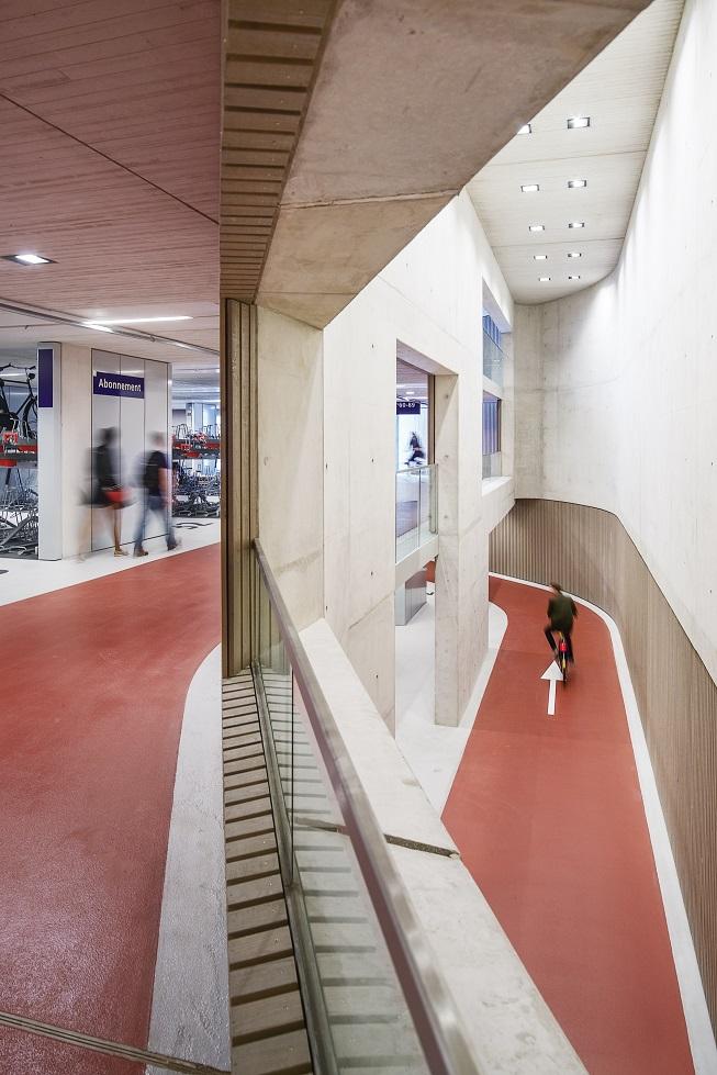 <p>Fietsenstalling Utrecht &#8211; Ector Hoogstad Architecten, beeld Petra Appelhof </p>