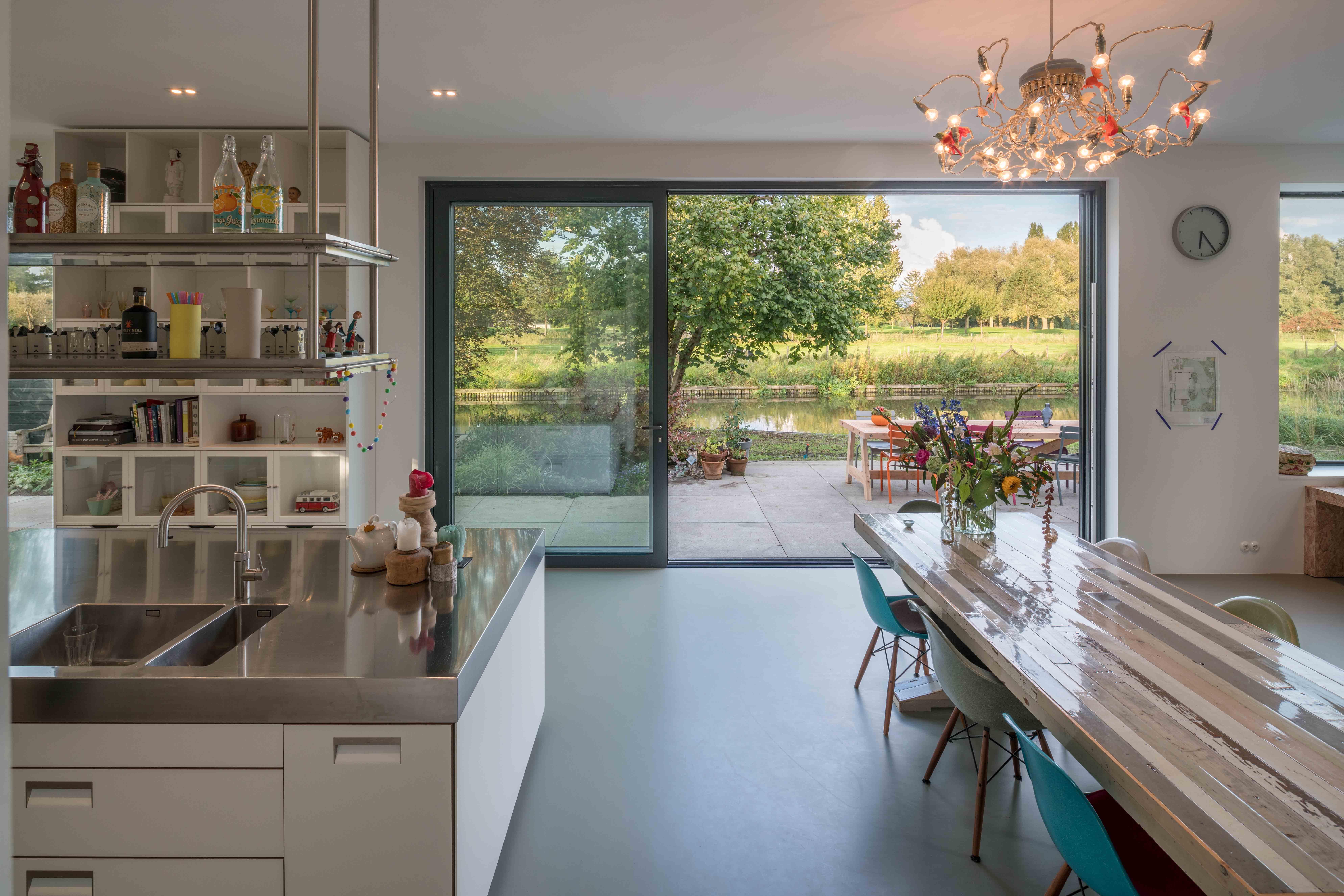 <p>Villa Bunnik uitzicht over de Kromme Rijn</p>
