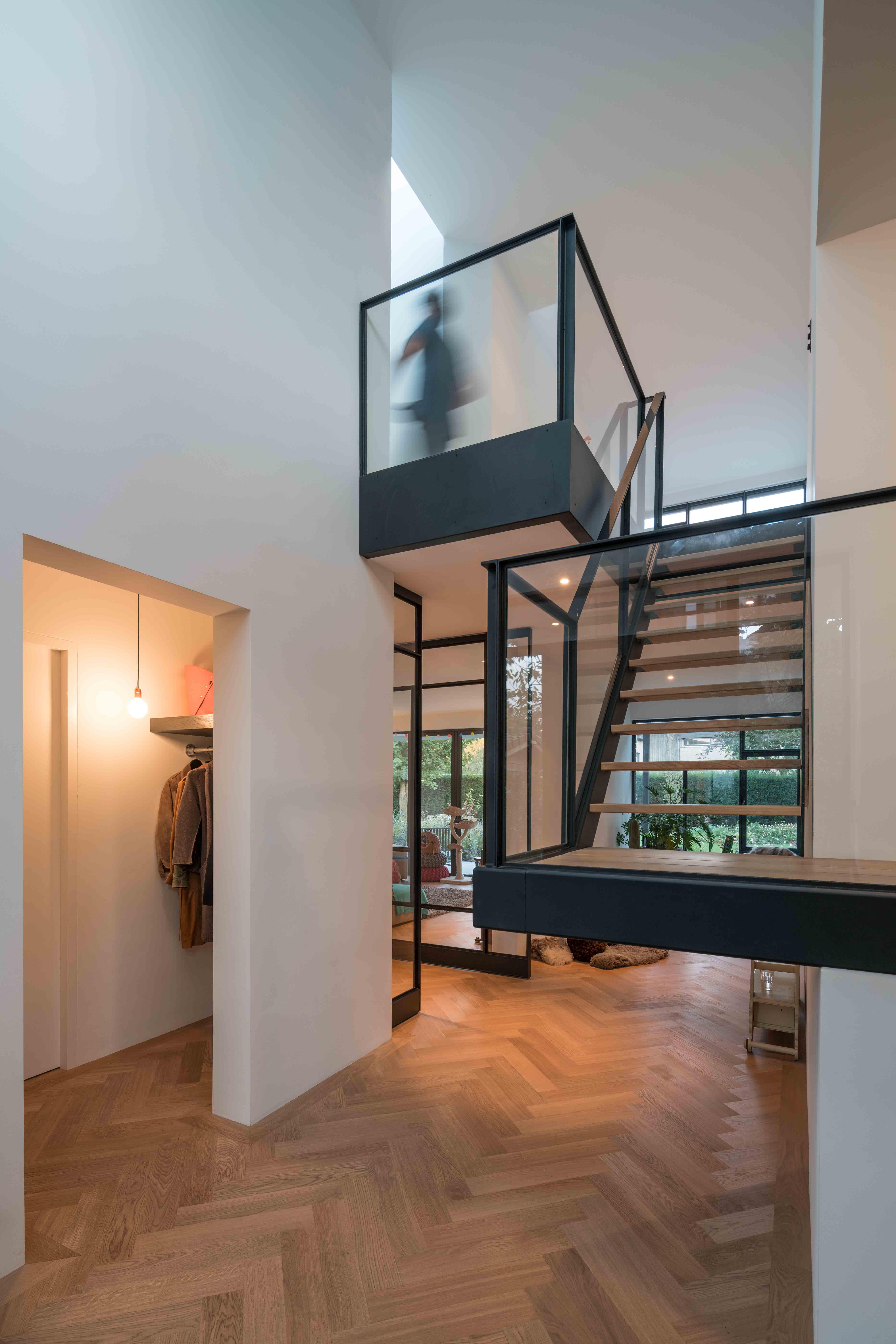 <p>Villa Bunnik entreehal en trap</p>