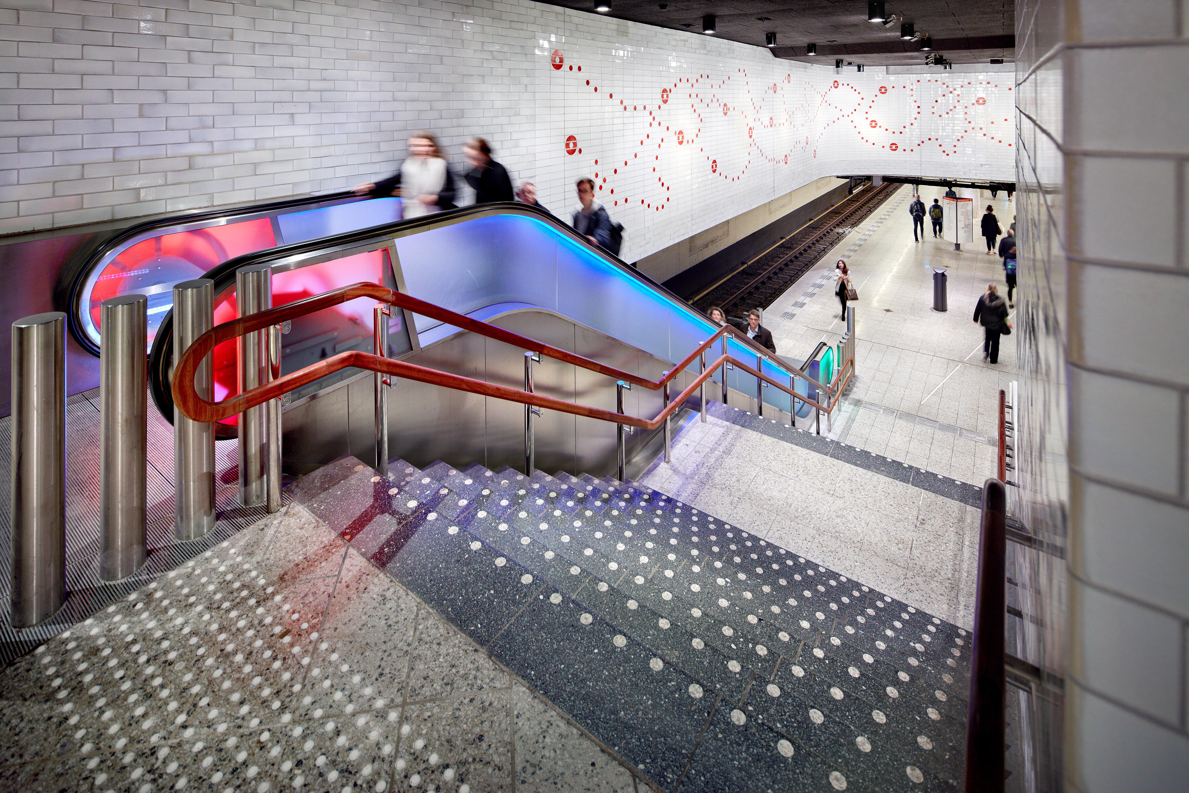 <p>Group A Metrostation Waterlooplein. beeld Digidaan</p>