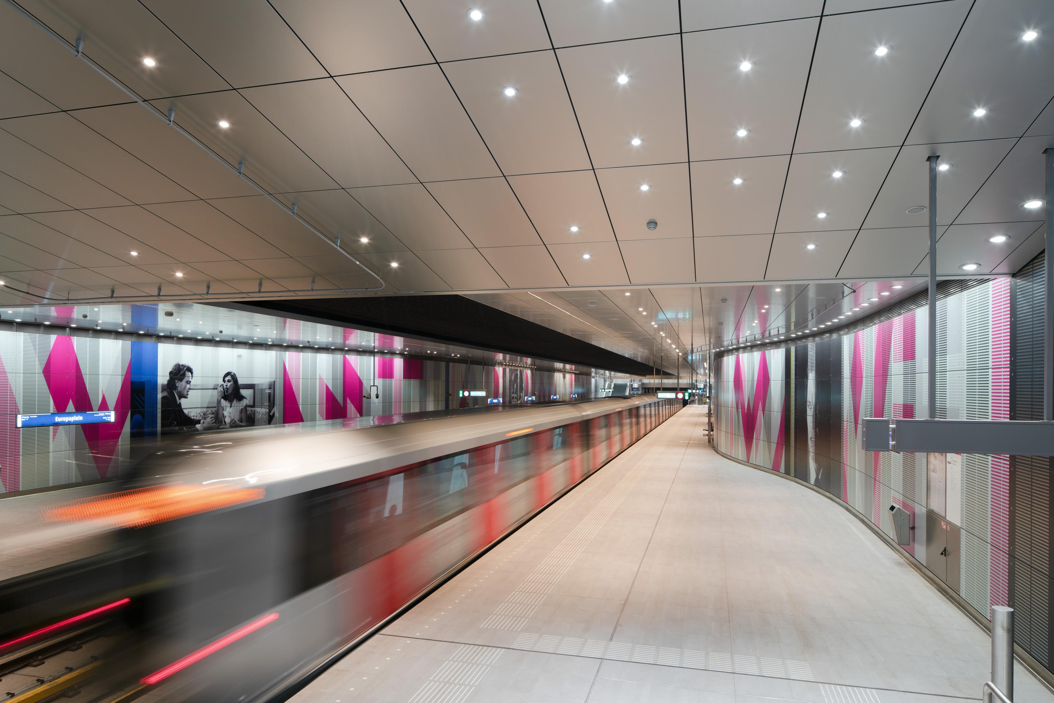 <p>Station Europaplein: Jannes Linders</p>