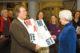 Jo coenen overhandigt manifest minister cramer 2010 beeld pep 80x53
