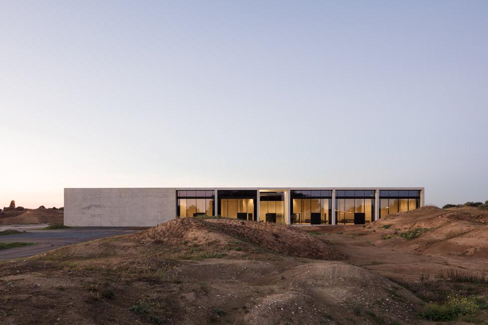 <p>Crematorium Siesegem -KAAN Architecten. beeld Sebastian van Damme</p>