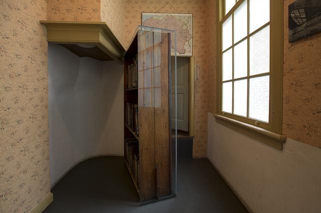 Vernieuwd Anne Frankhuis geopend